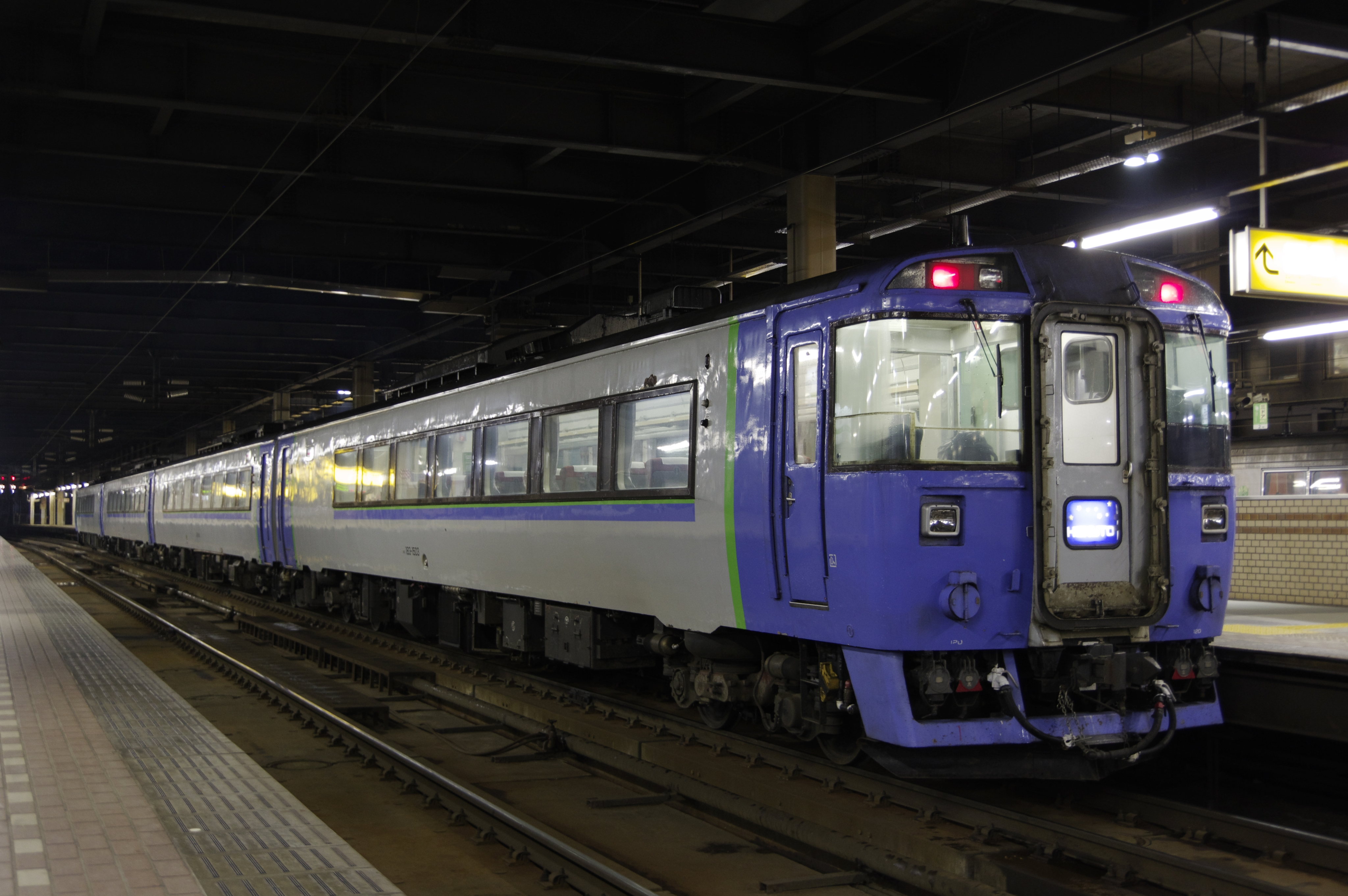 札幌駅 キハ183系特急北斗95号_180506 (3).jpg