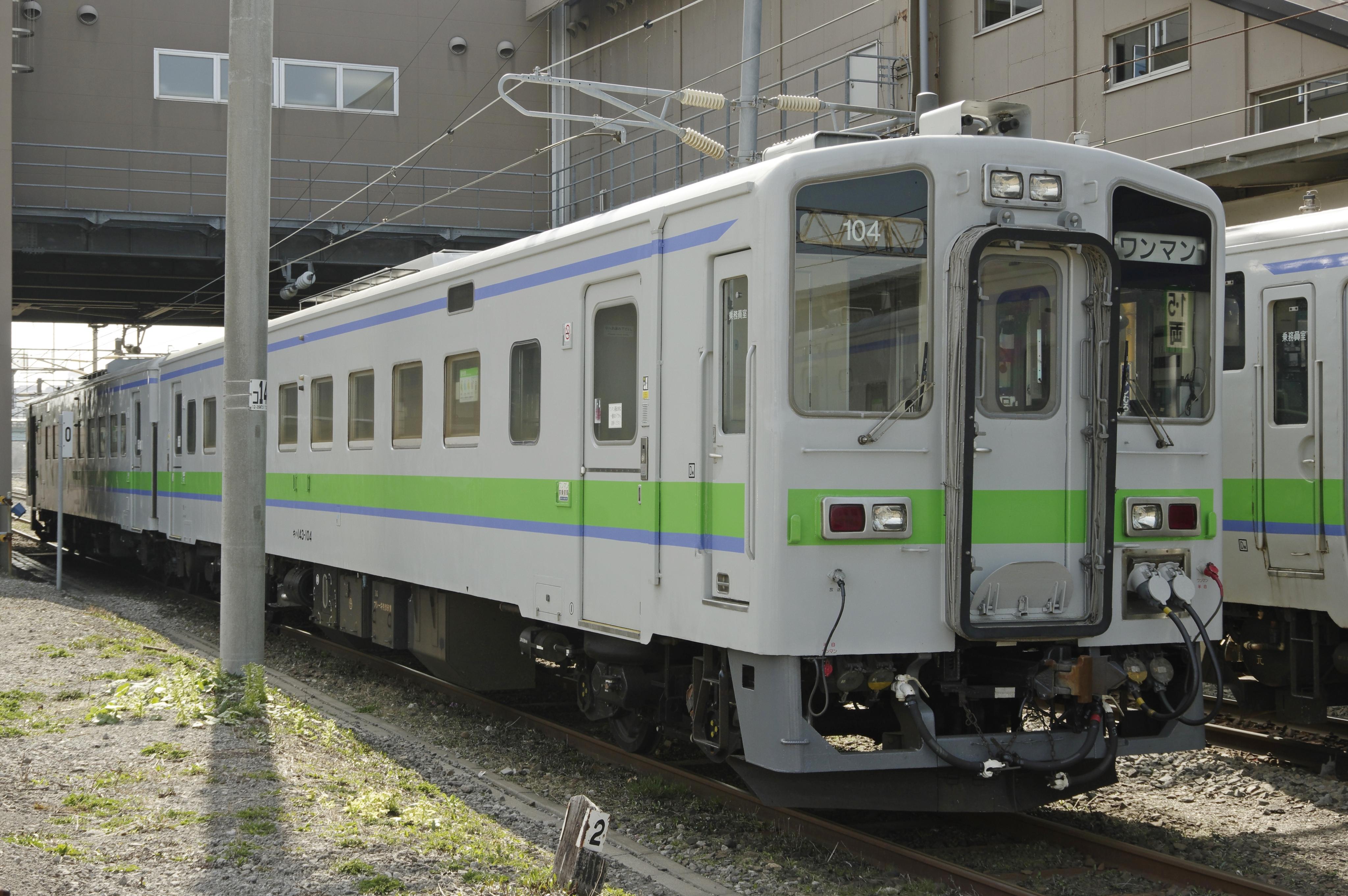東室蘭駅 キハ143形_180418.jpg
