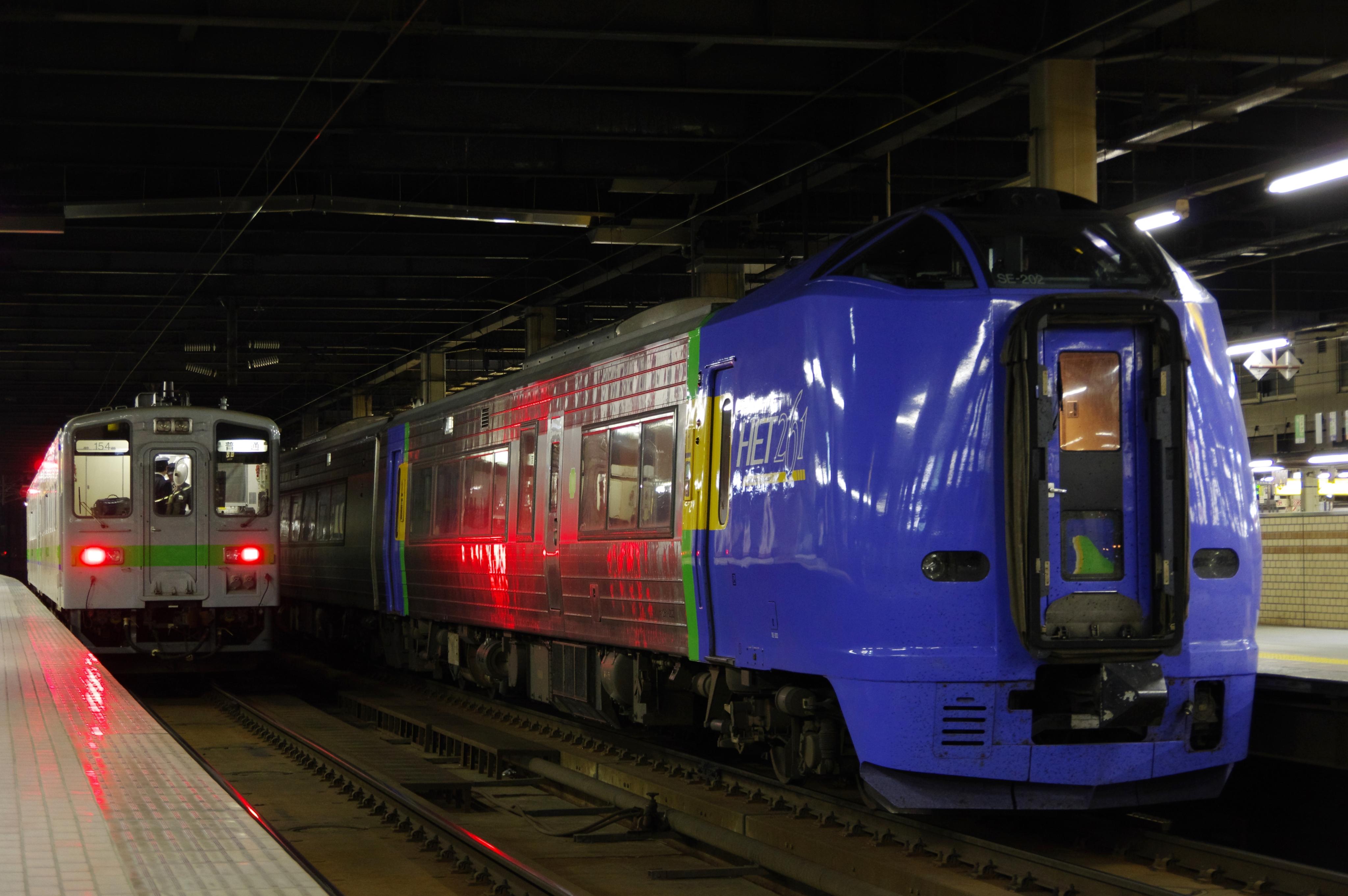 札幌駅 特急宗谷&キハ143系普通列車_180529.jpg