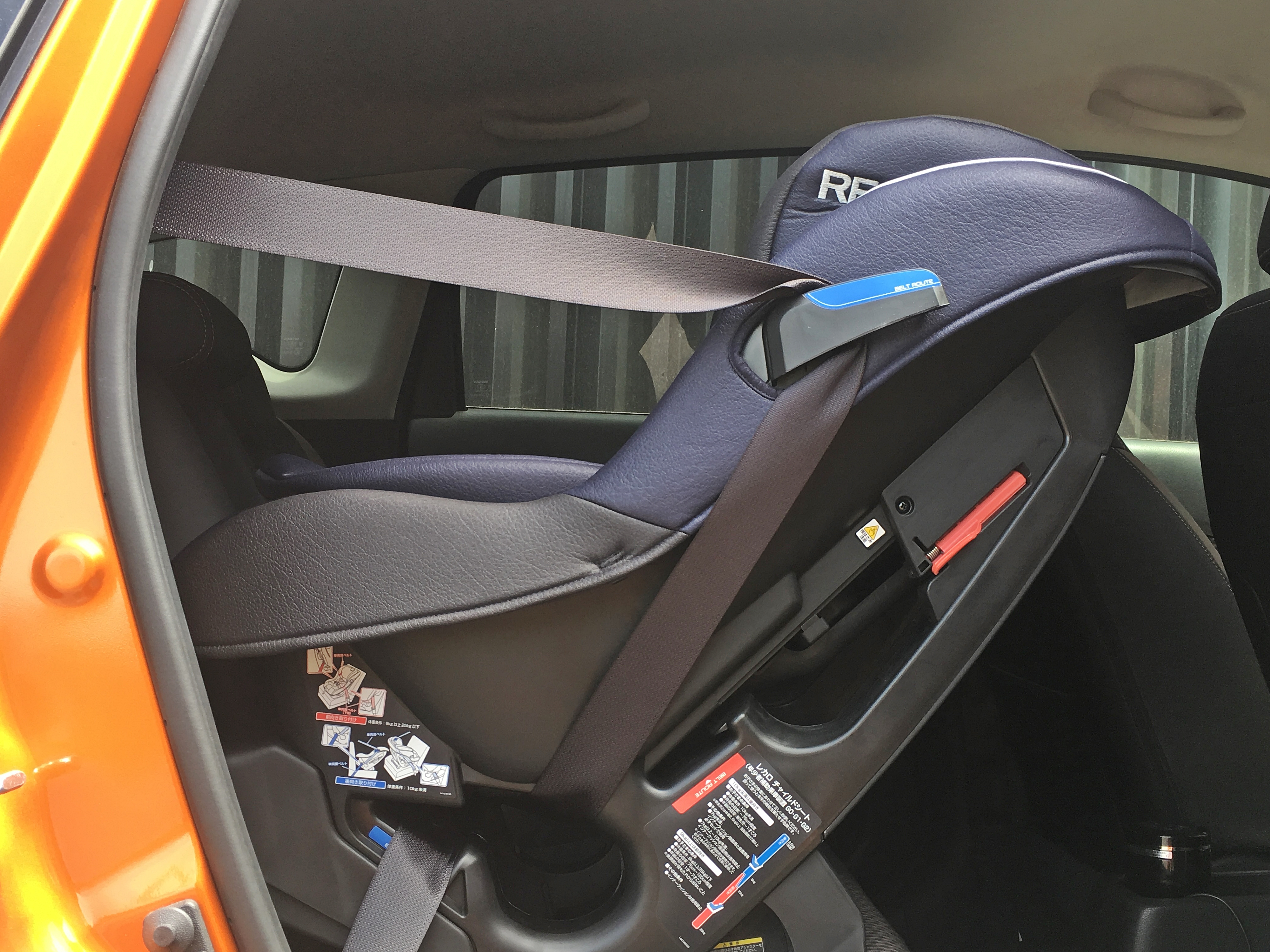 レカロスタート ゼロセブン 新生児セッティング 乗車後ベルト装着.JPG