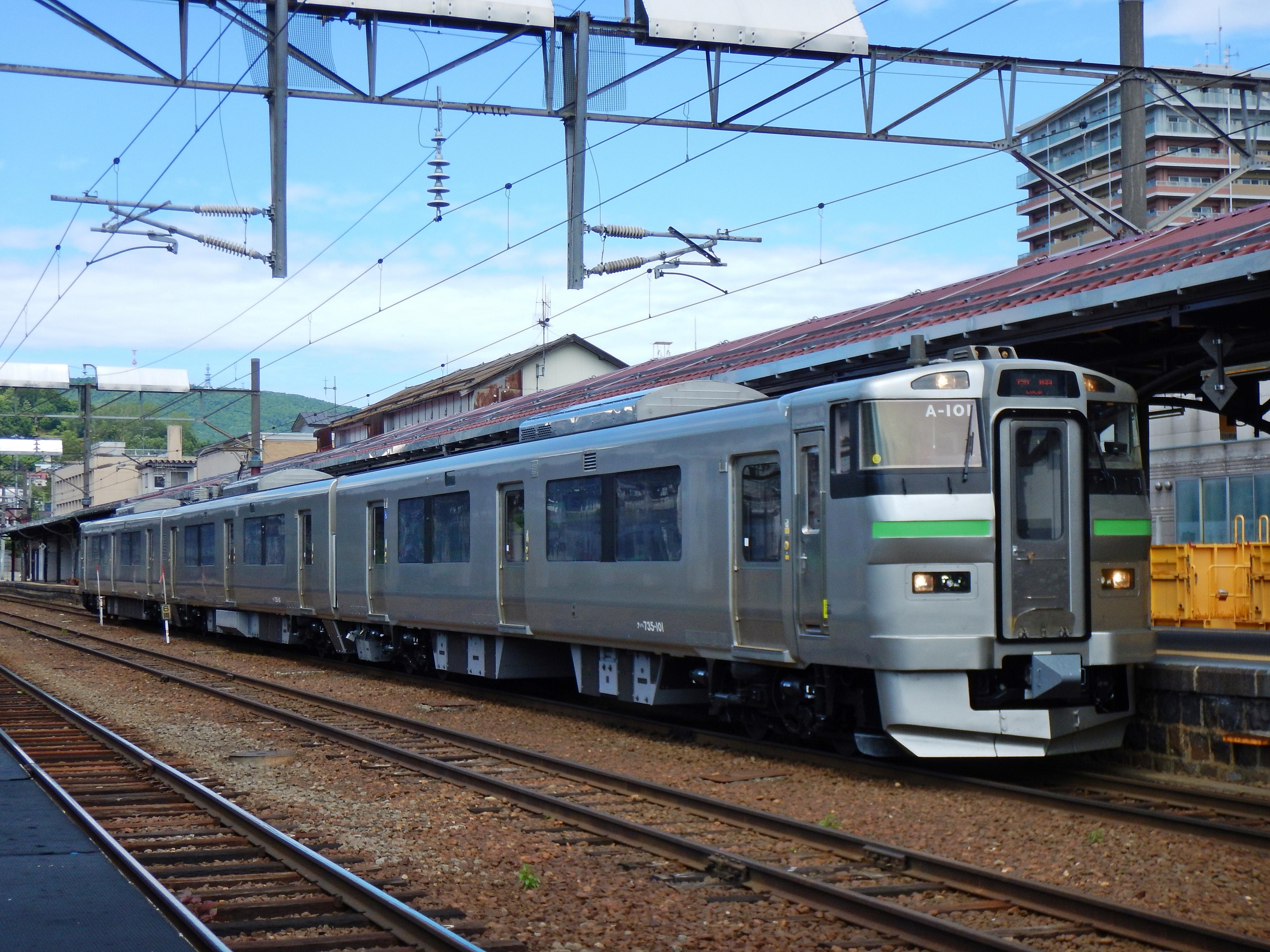 1766M 735系 普通列車_小樽駅180622 (2).JPG