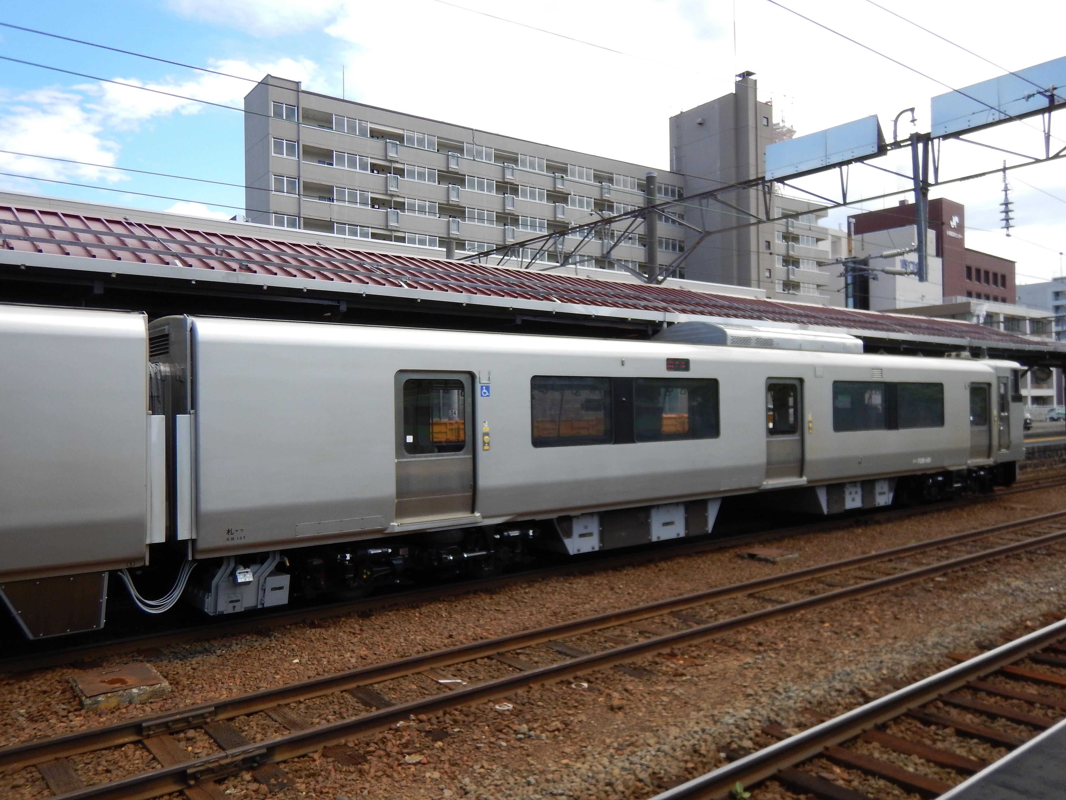 1766M 735系 普通列車_小樽駅180622 (3).JPG