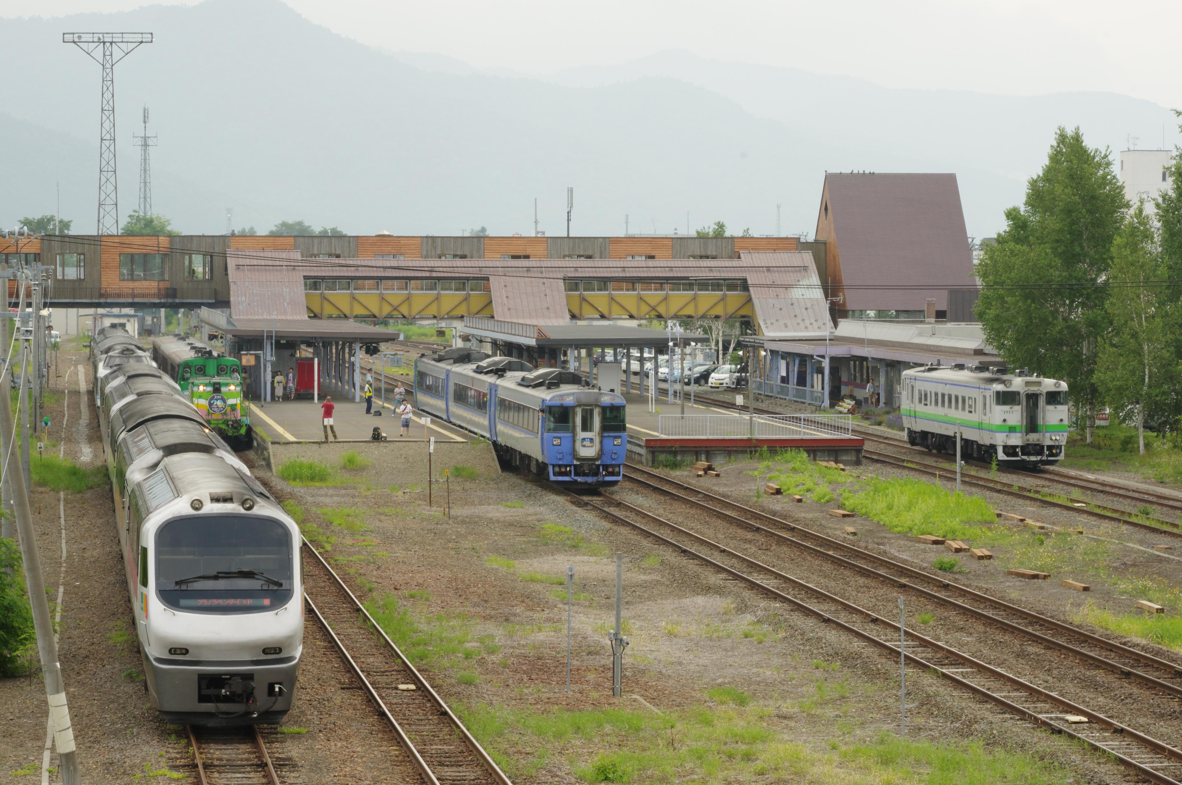 富良野駅 5種揃い踏み_180721 (4).jpg