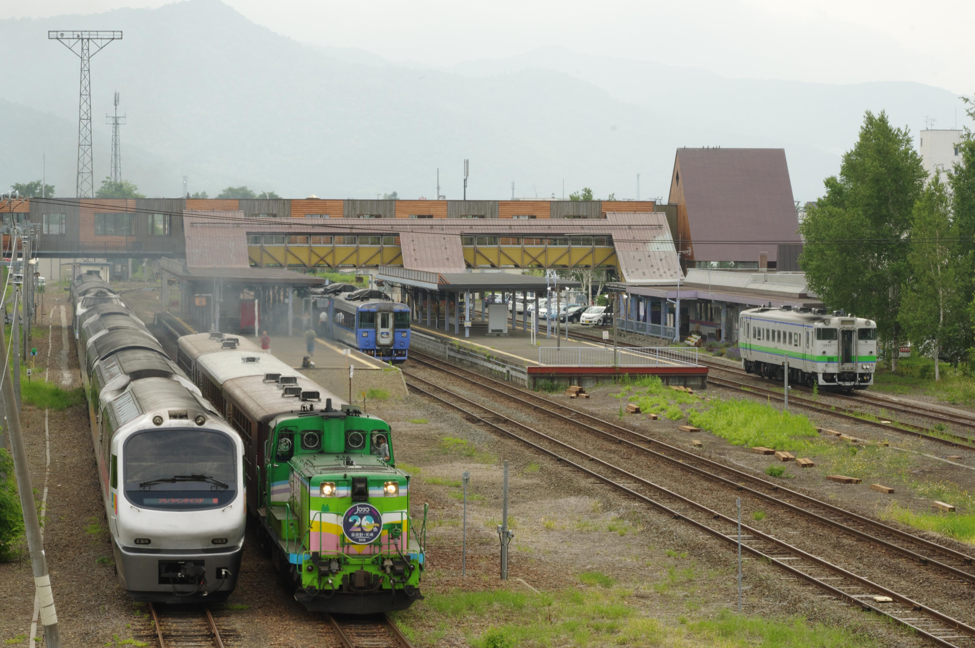 富良野駅 5種揃い踏み_180721 (6).jpg