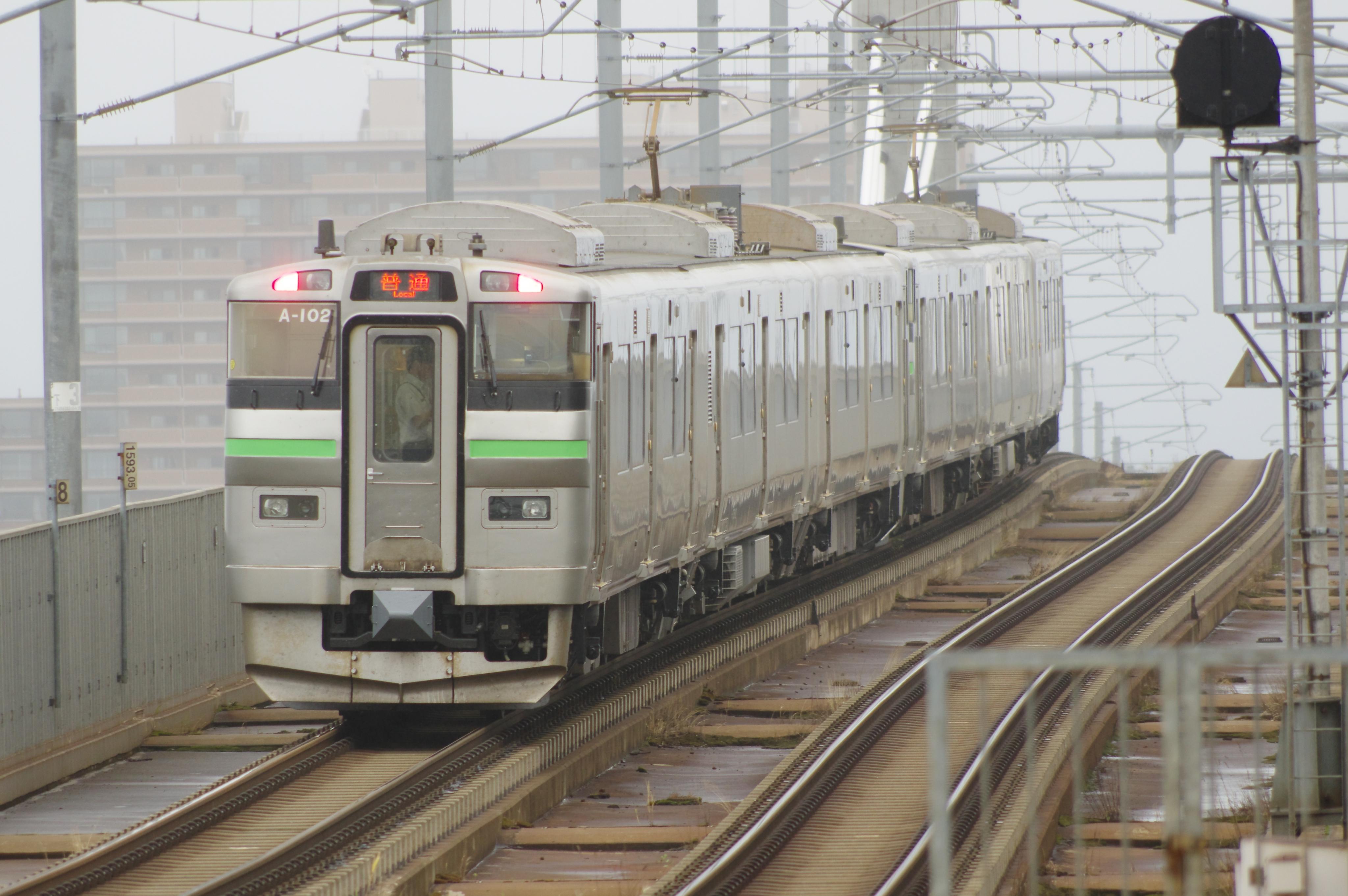 新川駅 2599M 735系A-101&102 (3).jpg