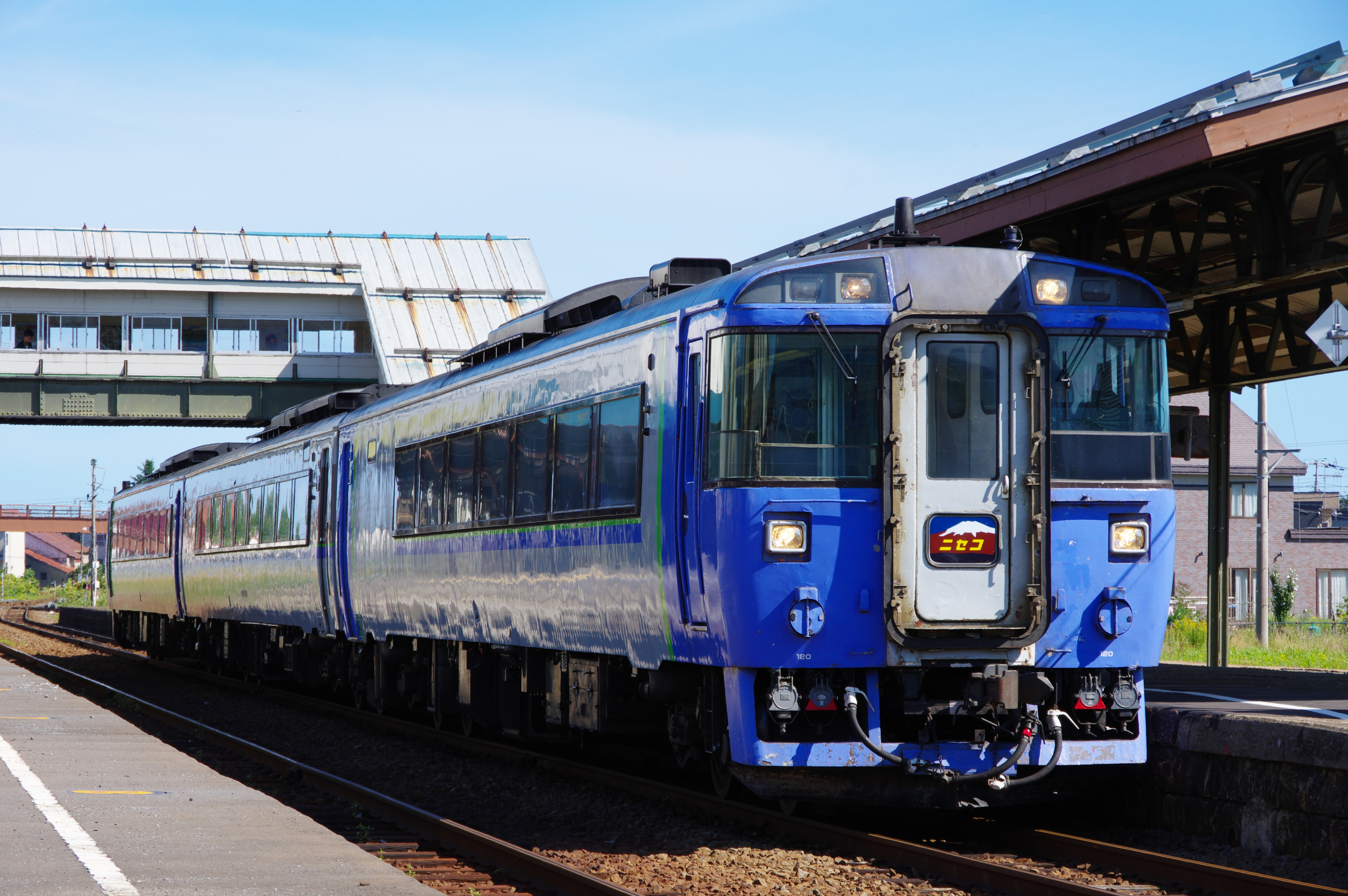 181902 余市駅 特急ニセコ.jpg