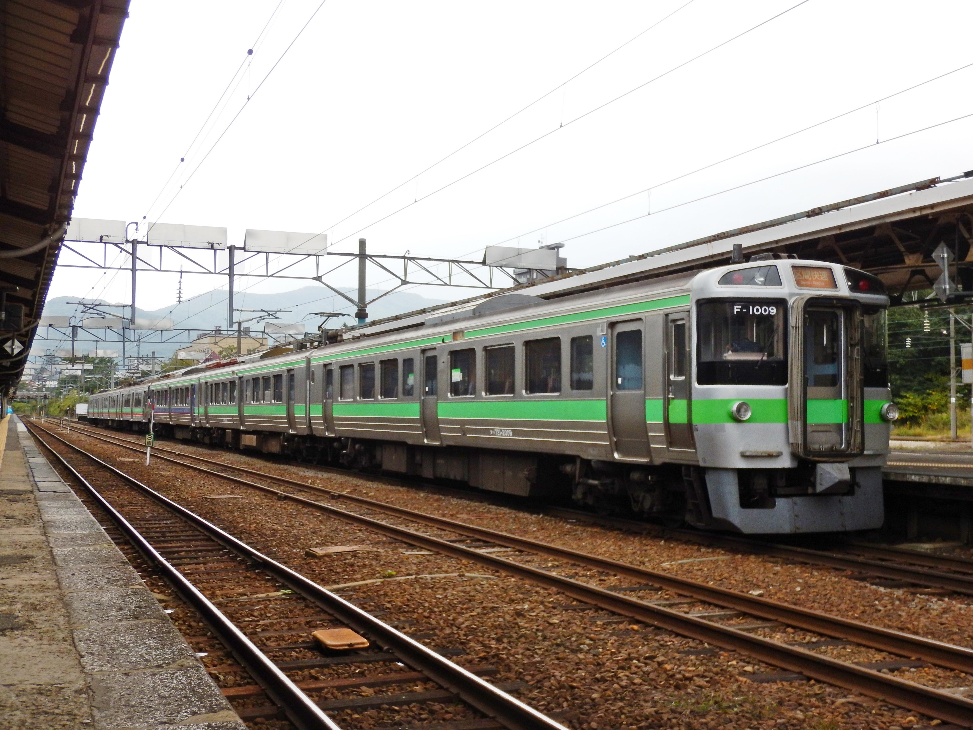 721系 F-1009 3429M 区間快速いしかりライナー 小樽駅 180924 (2).JPG