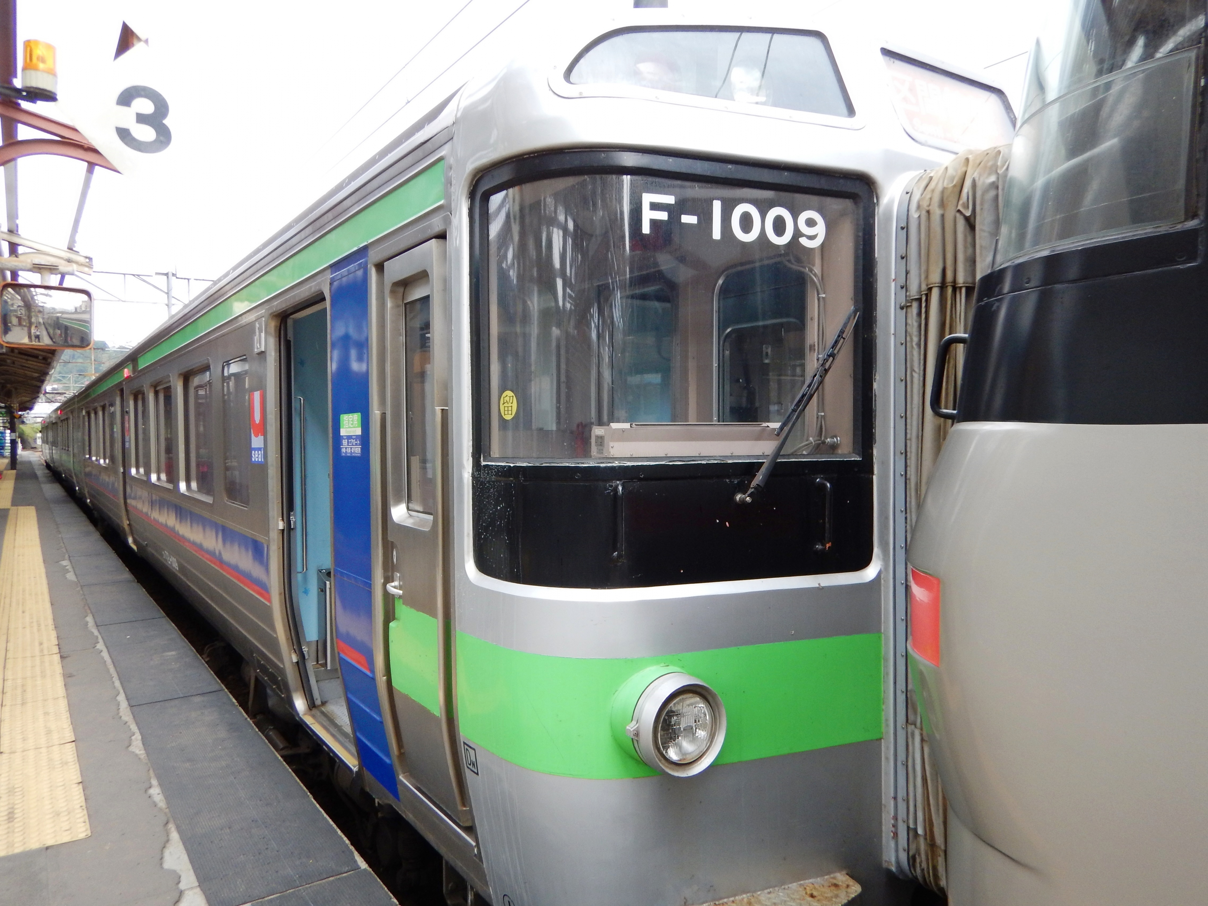 721系 F-1009 3429M 区間快速いしかりライナー 小樽駅 180924 (4).JPG