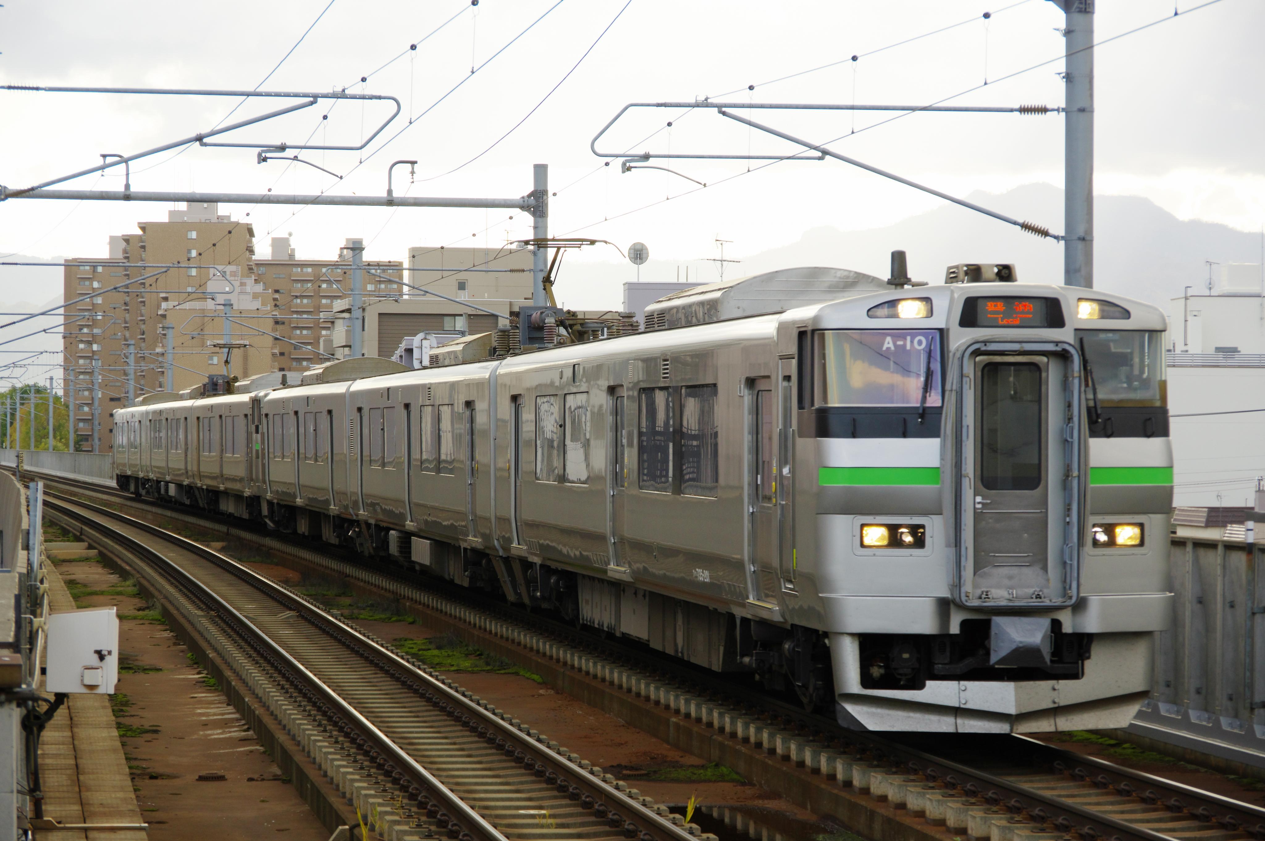 735系6連 A101+A102 2583M 新琴似駅 181020 (1).jpg