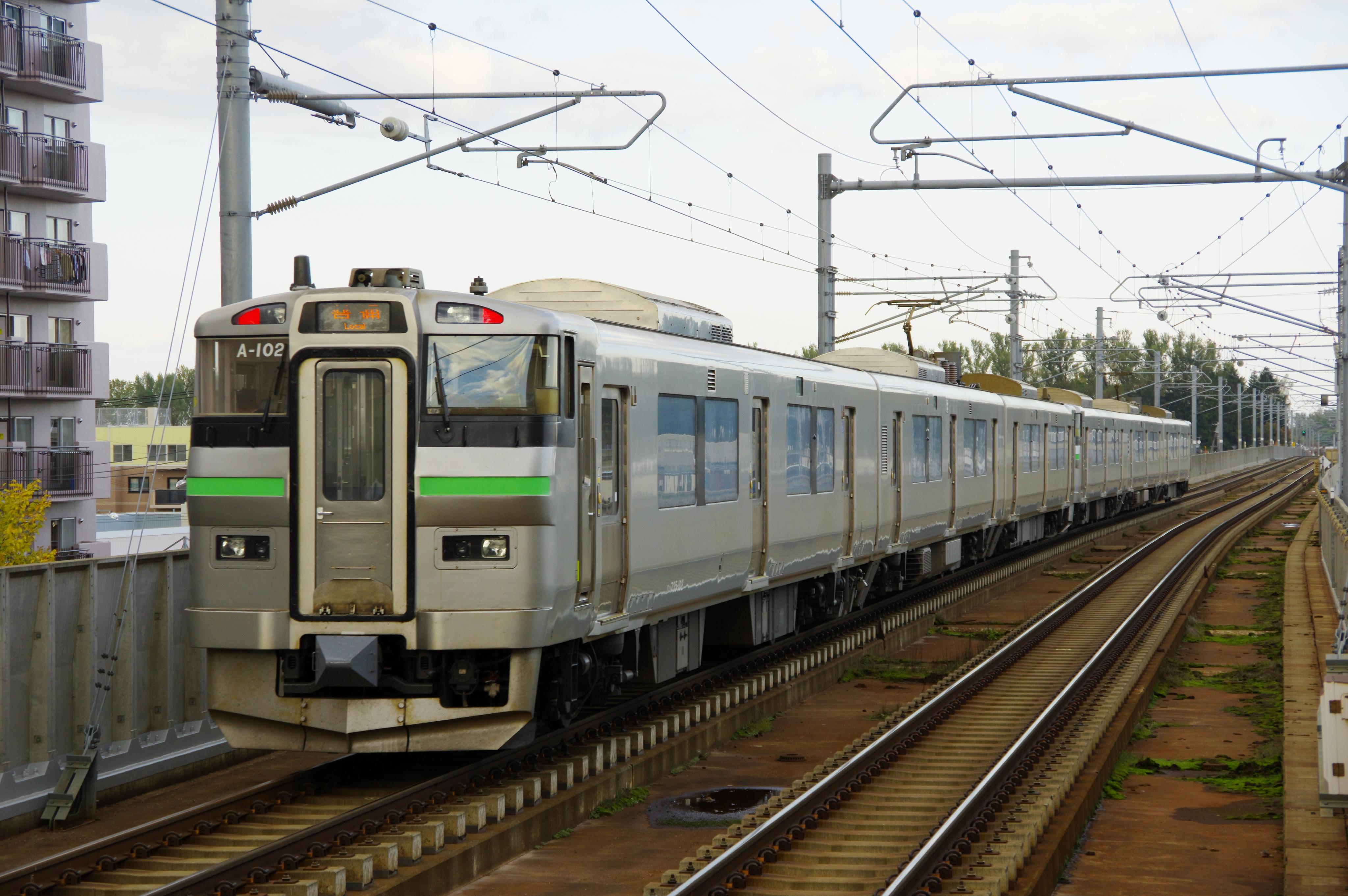 735系6連 A101+A102 2583M 新琴似駅 181020 (2).jpg
