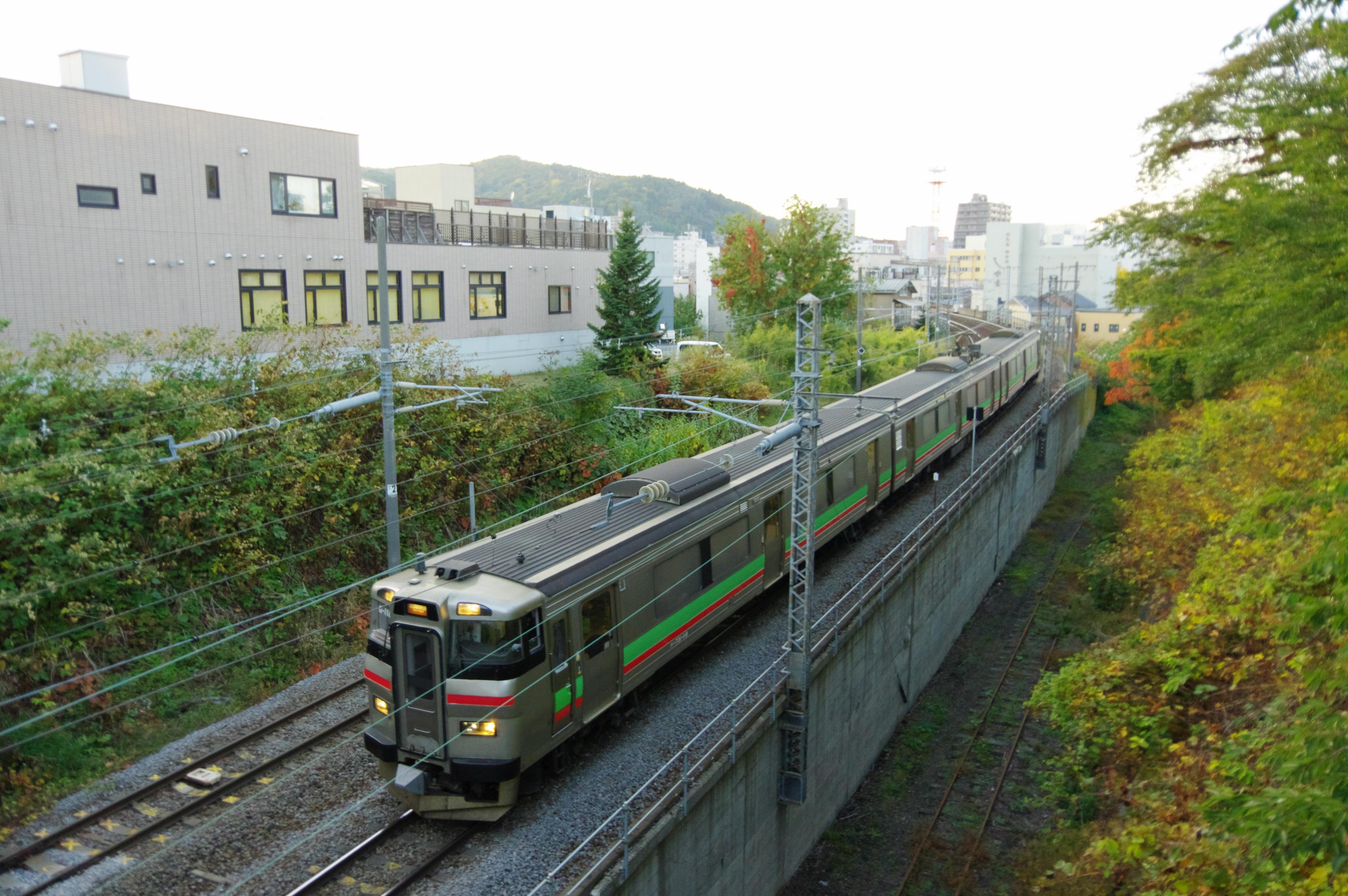 731系 3447M 区間快速いしかりライナー 小樽−南小樽 花園橋 181022.jpg