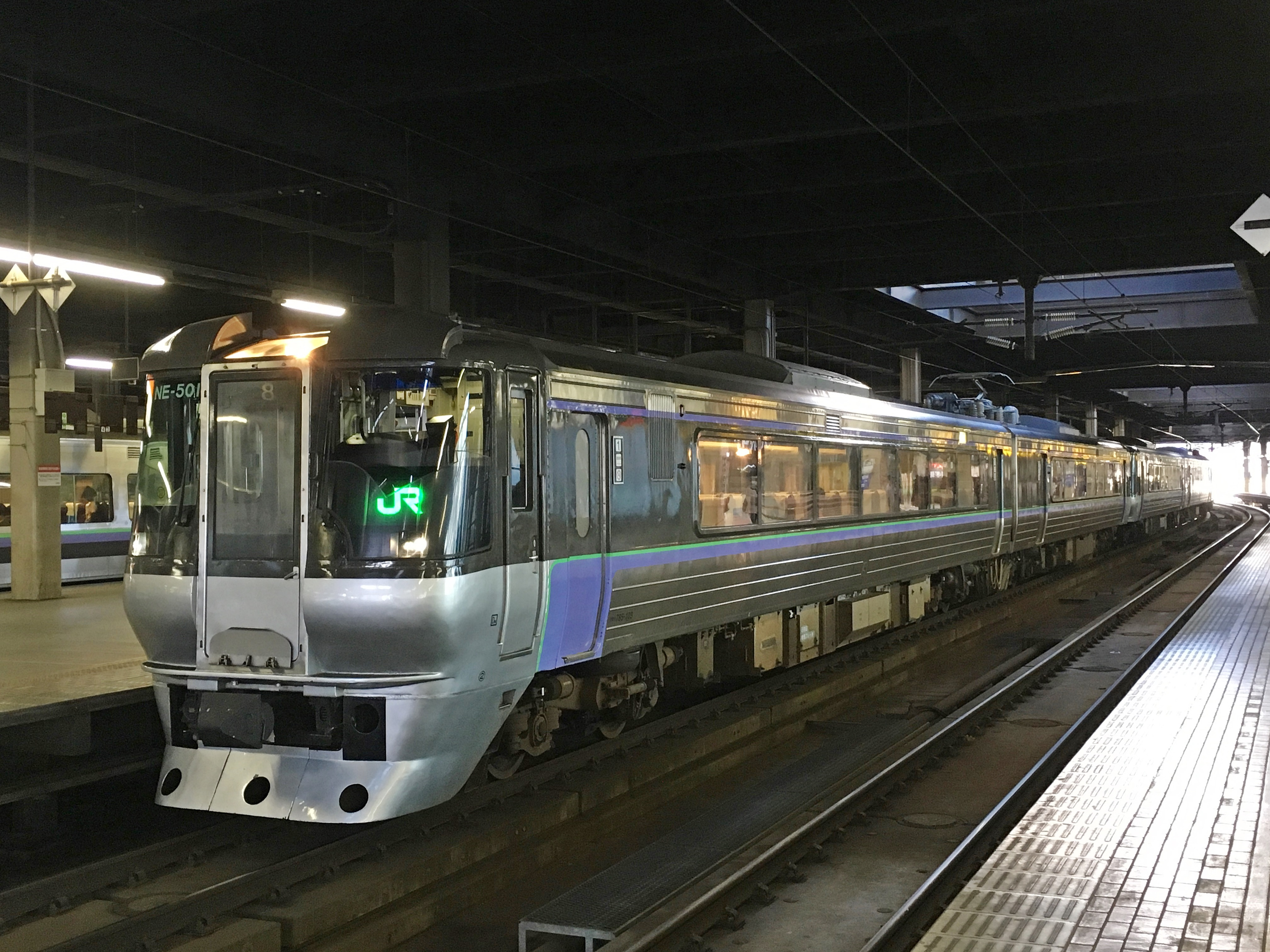 785系 特急すずらん6号 JR表示 札幌駅_181115.JPG