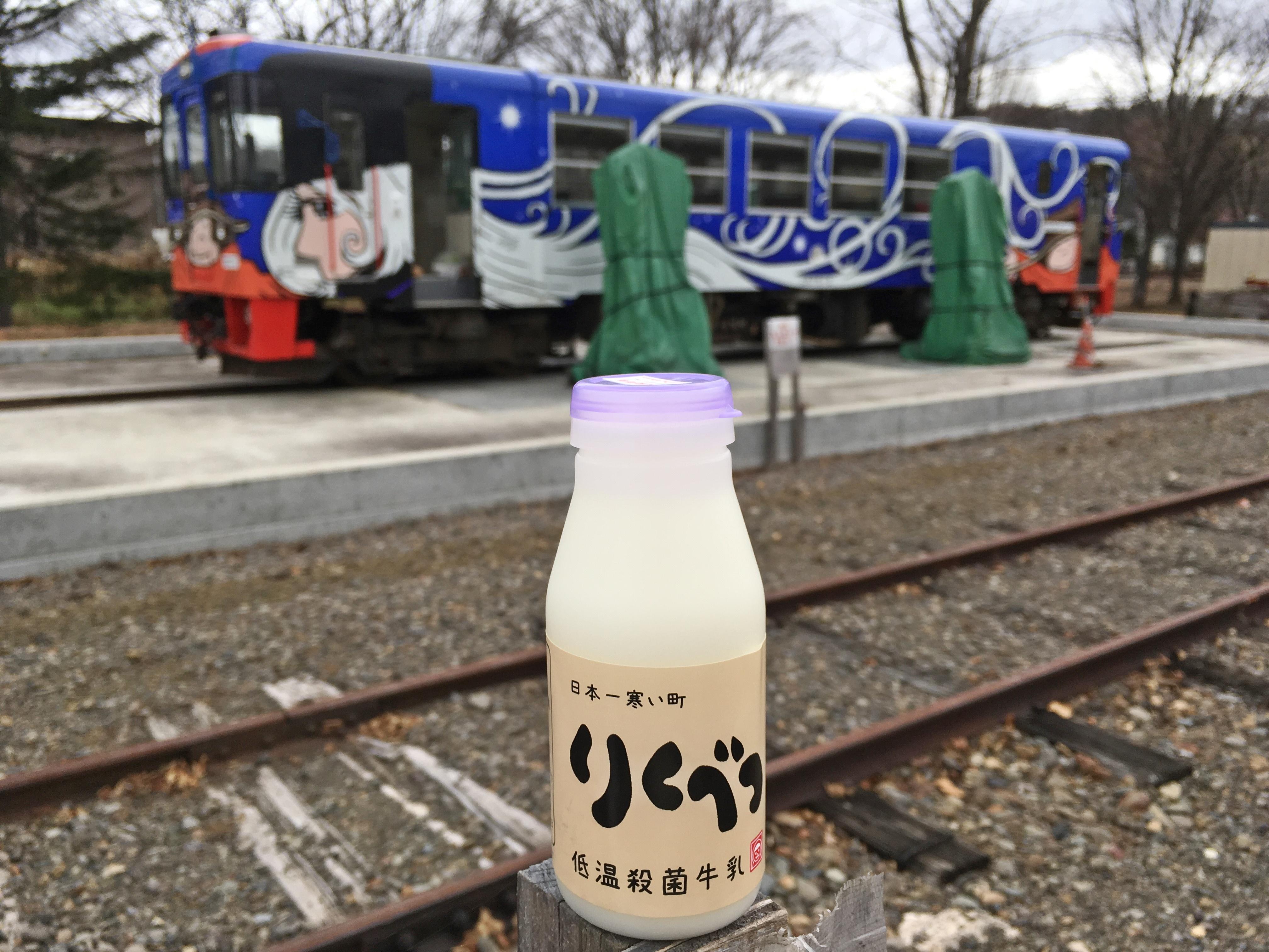 りくべつ牛乳と白メーテル号.JPG
