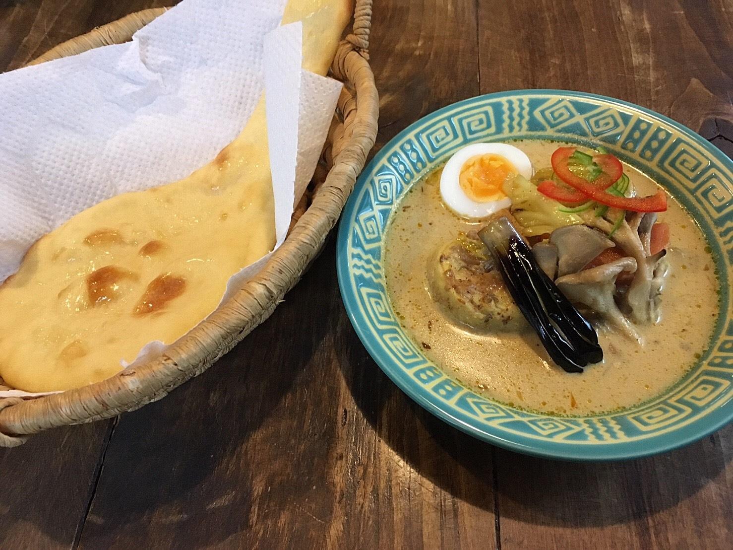 cafe jorro 白カレー 鶏野菜withナン.JPG