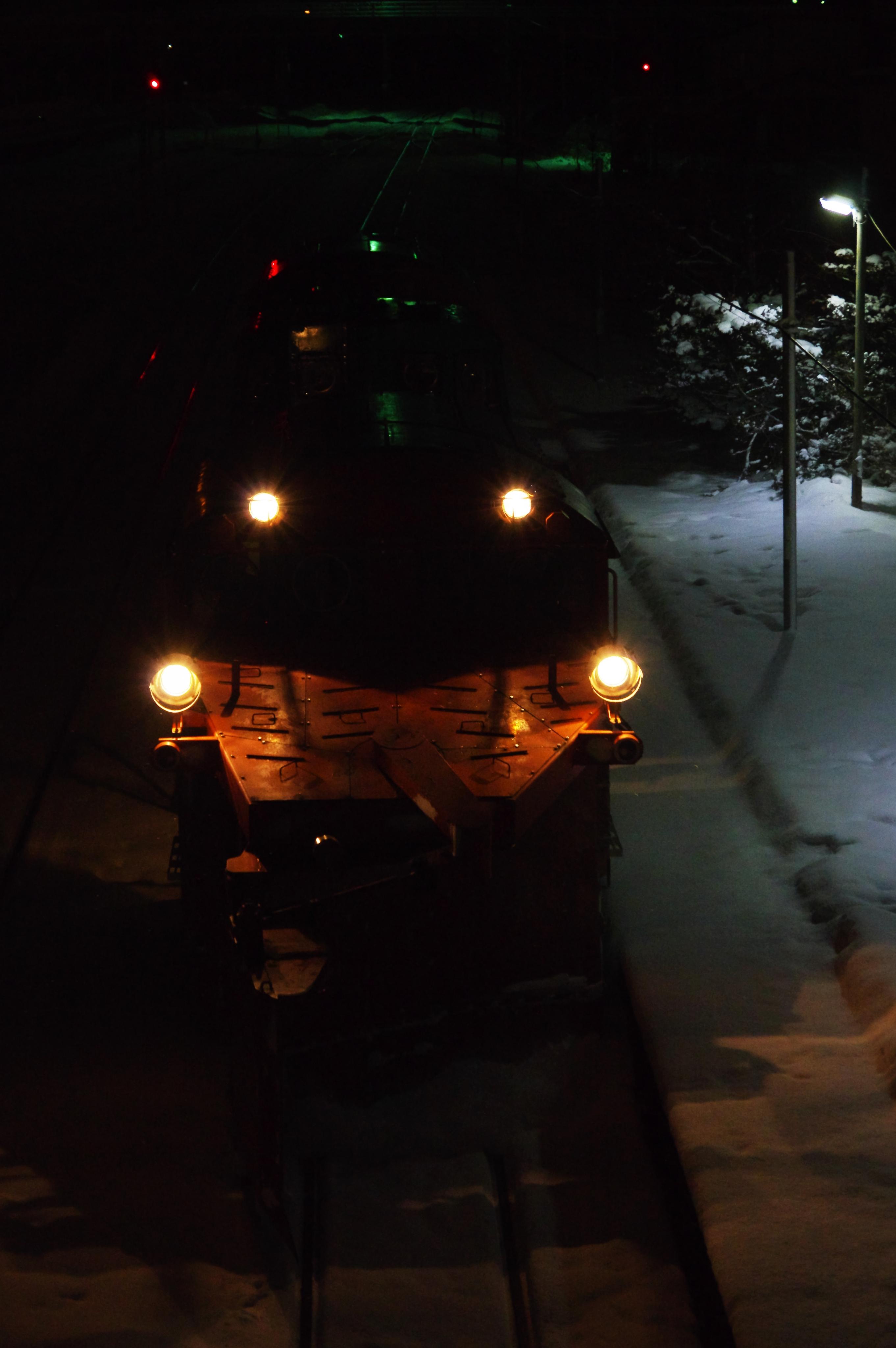 雪122レ DE15−1533機 余市駅(鮮やか).jpg