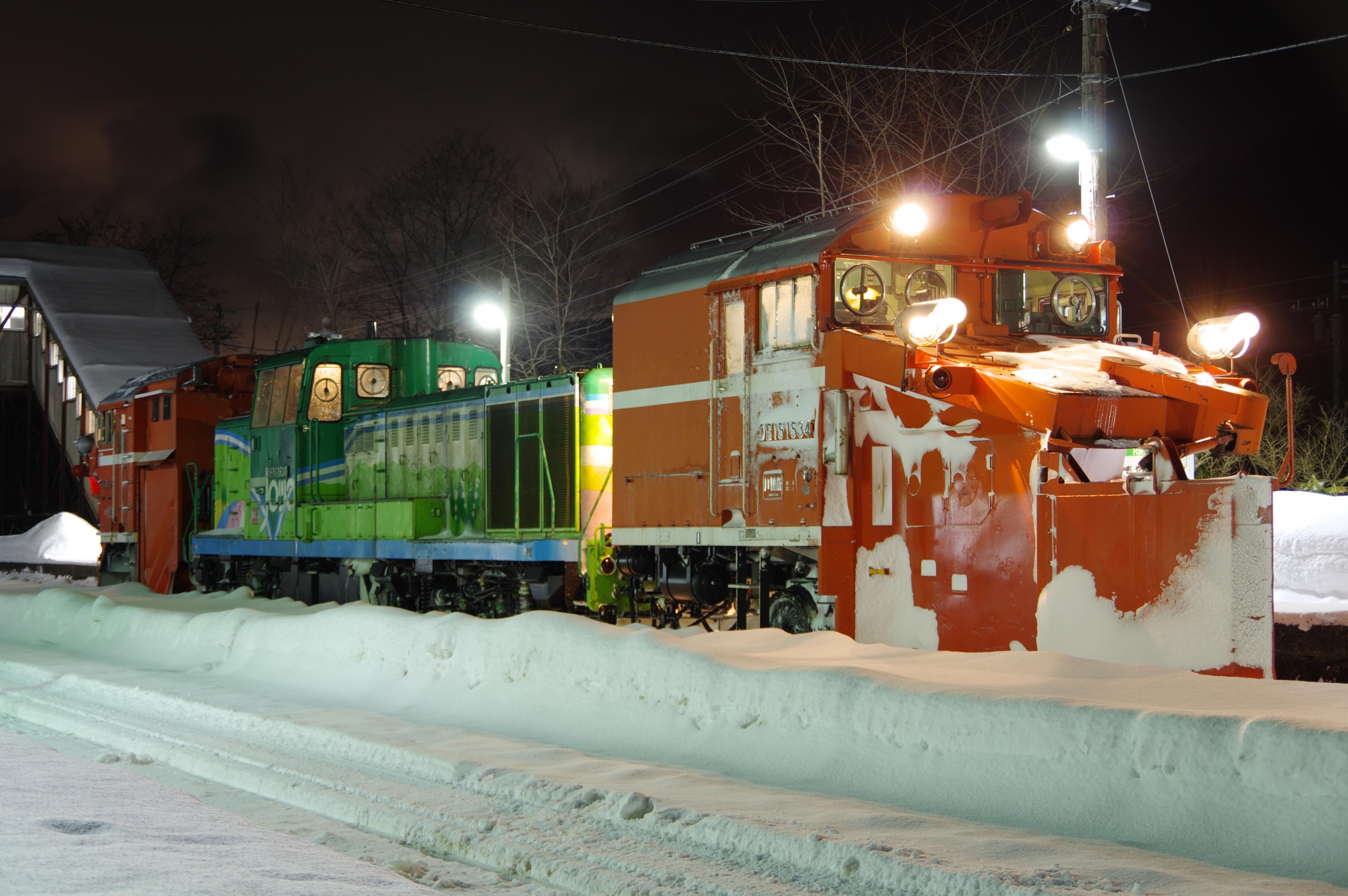 雪122レ DE15−1534機 前方より 蘭島駅.jpg
