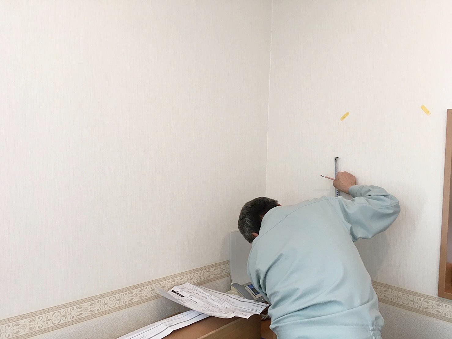 壁に付けられる家具取付中 (1).JPG