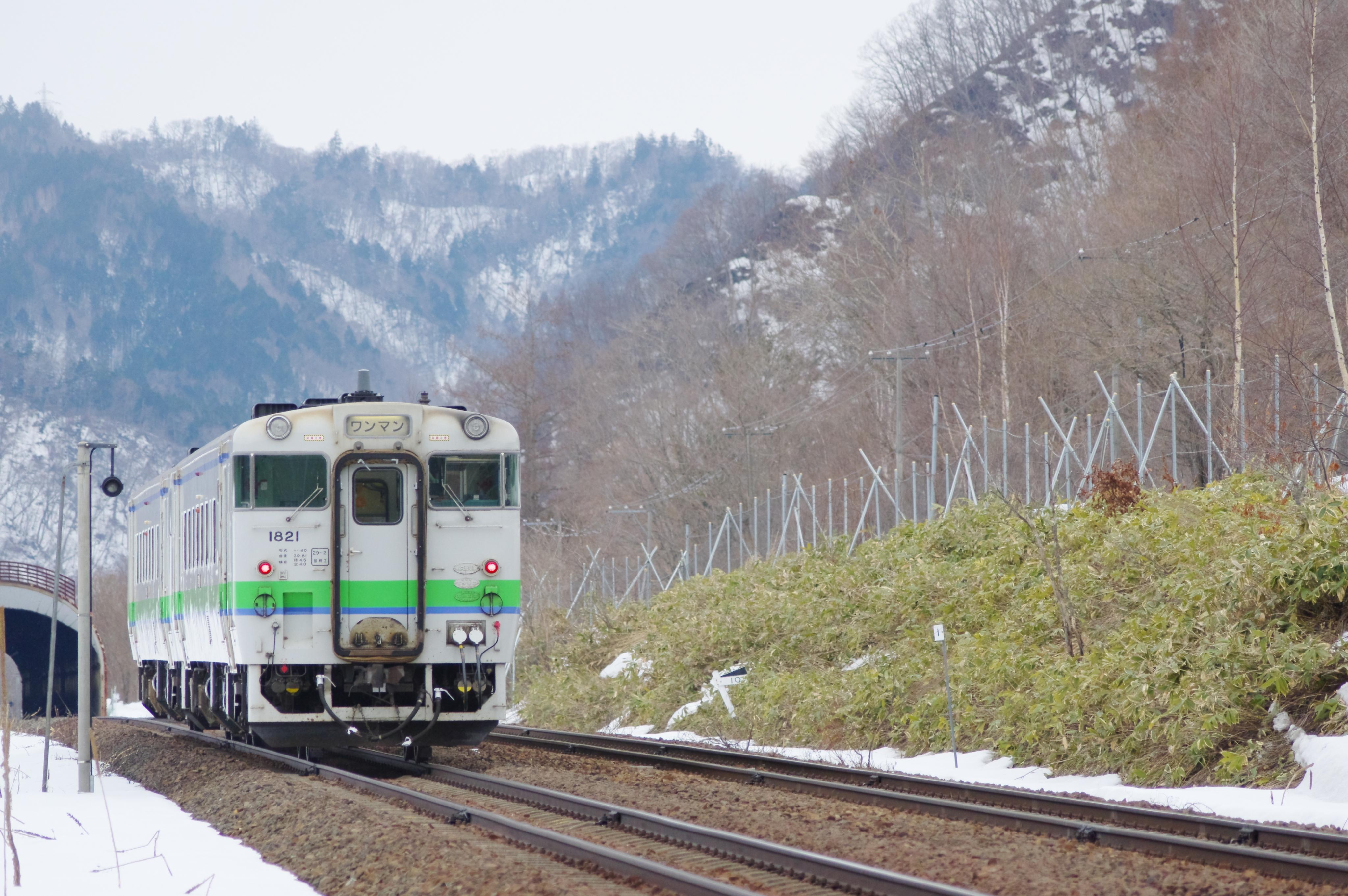 キハ40 9263D 送り込み回送 +2622D 列車交換 十三里信号場_190331 (1).jpg