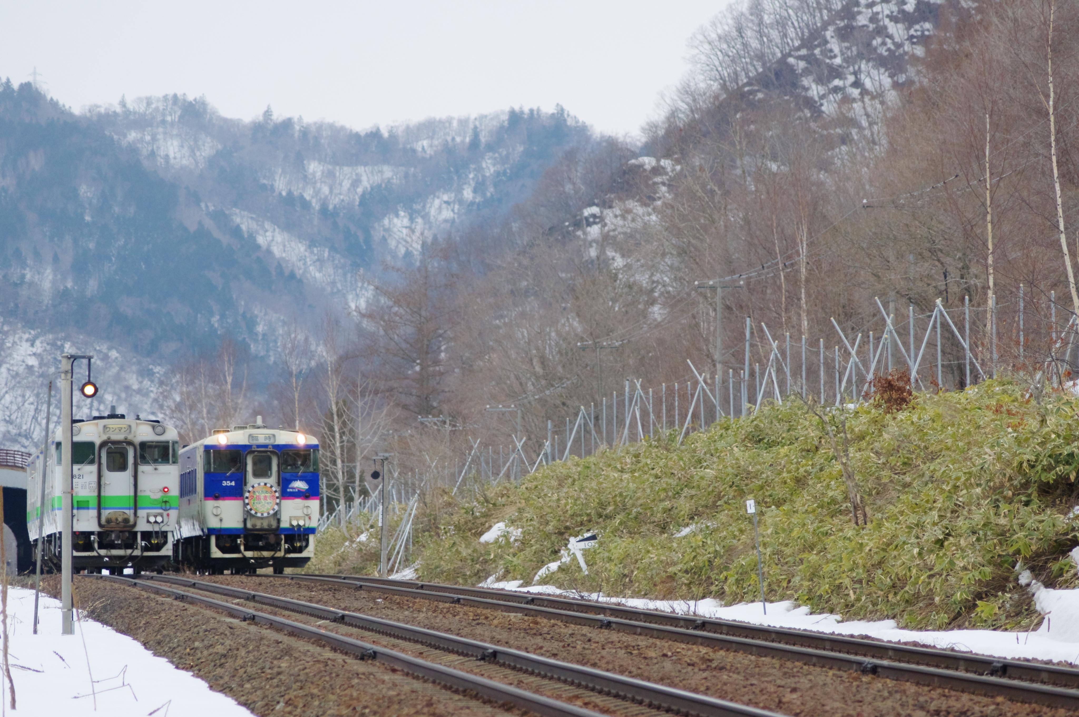 キハ40 9263D 送り込み回送 +2622D 列車交換 十三里信号場_190331 (3).jpg