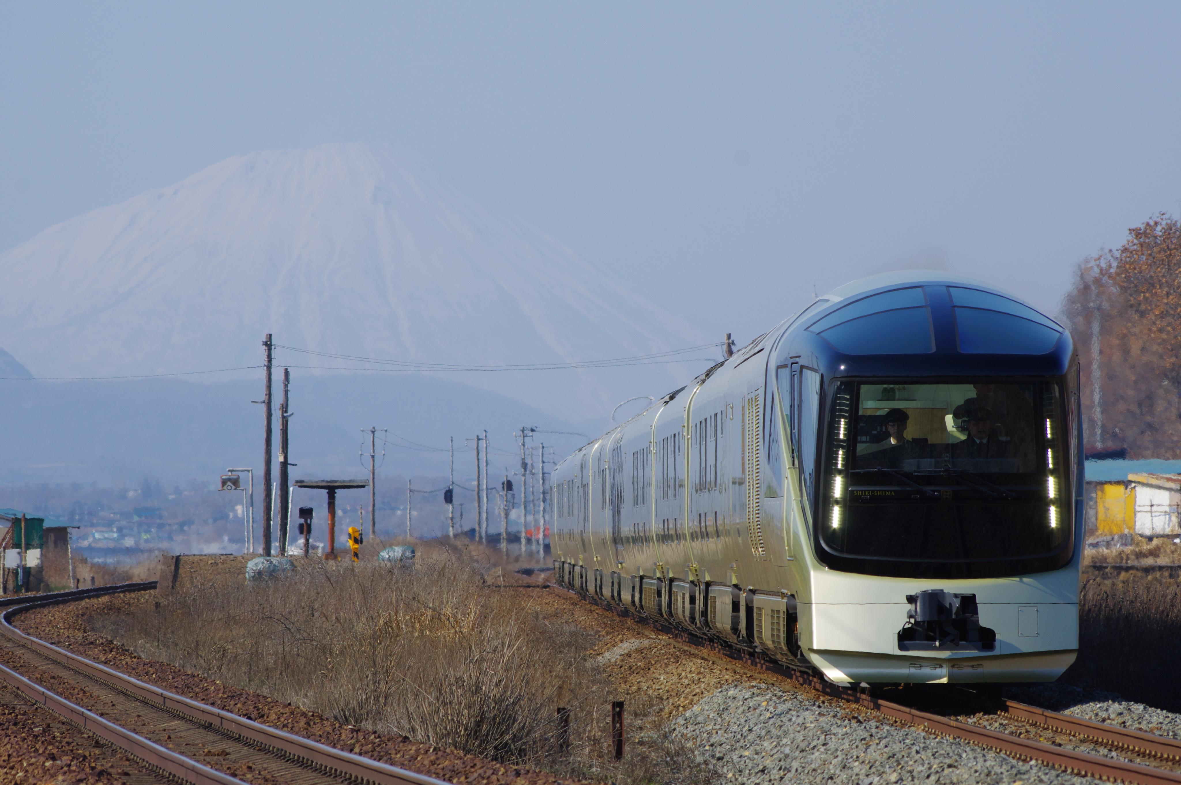 TRAIN SUITE 四季島 アップ 黄金−崎守_190416.jpg