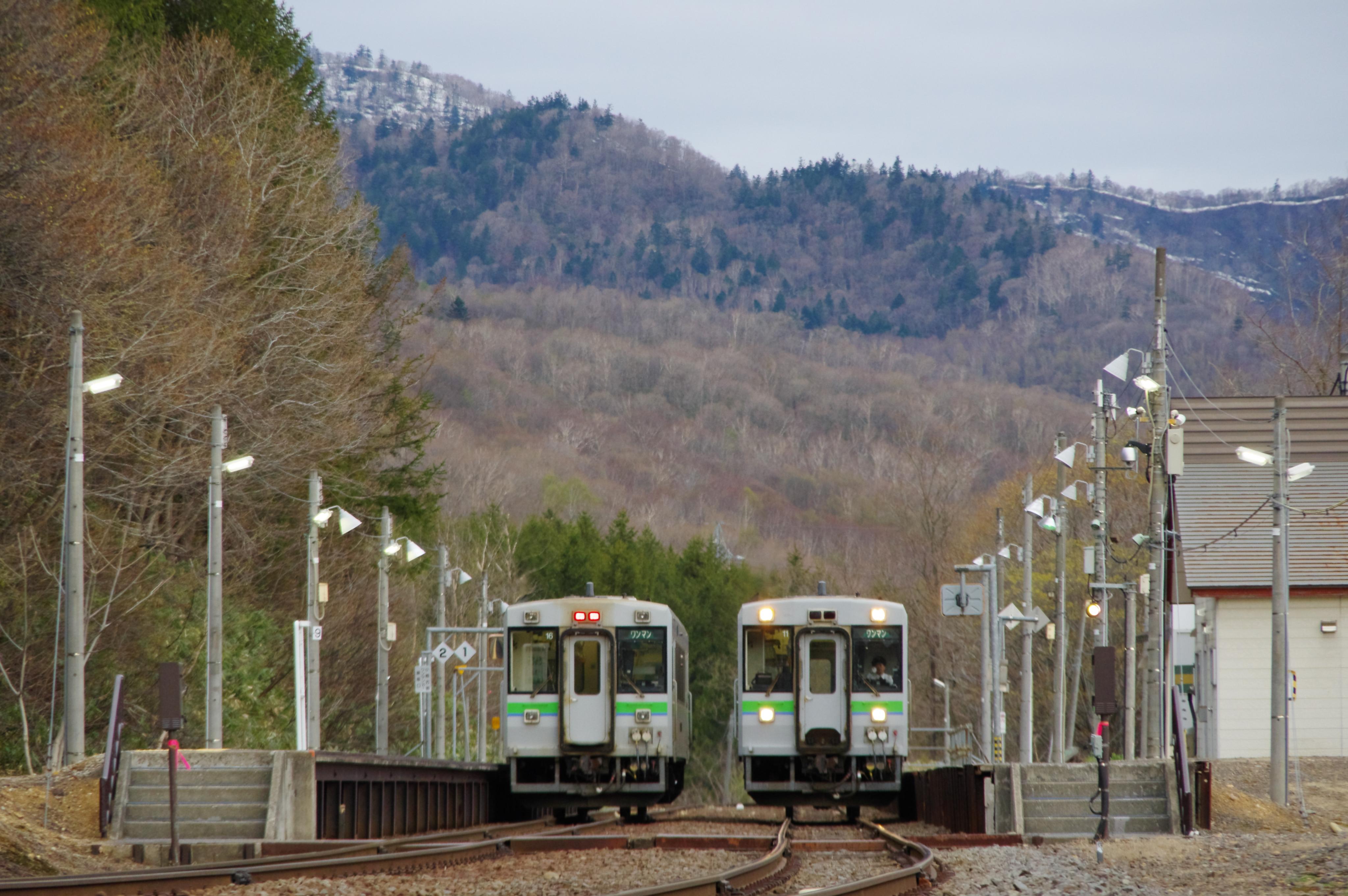 キハ150 1921D & 回5920D 銀山駅 令和始発列車の交換_190501.jpg