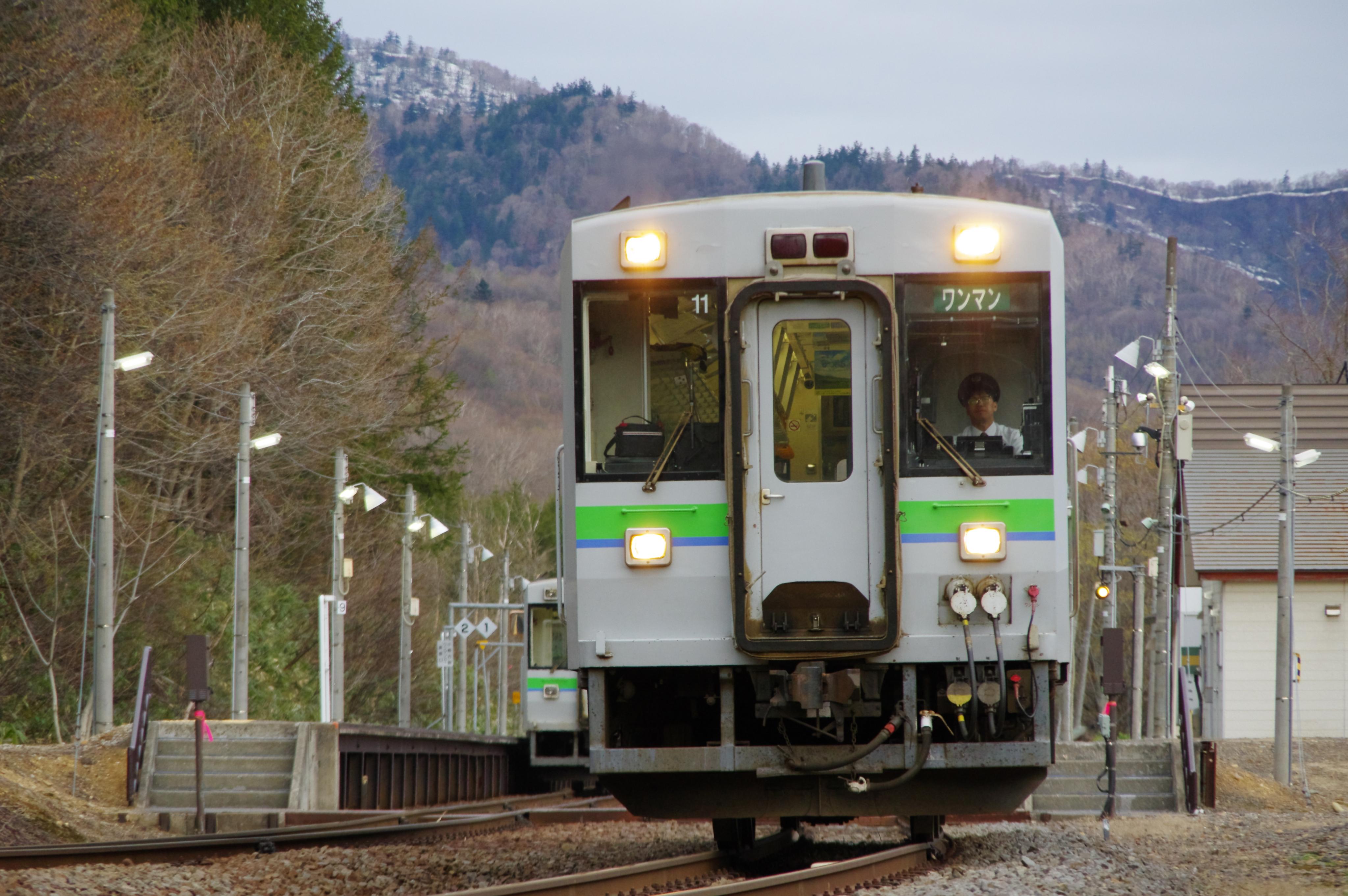 キハ150 1921D & 回5920Dアップ 銀山駅 令和始発列車の交換_190501.jpg