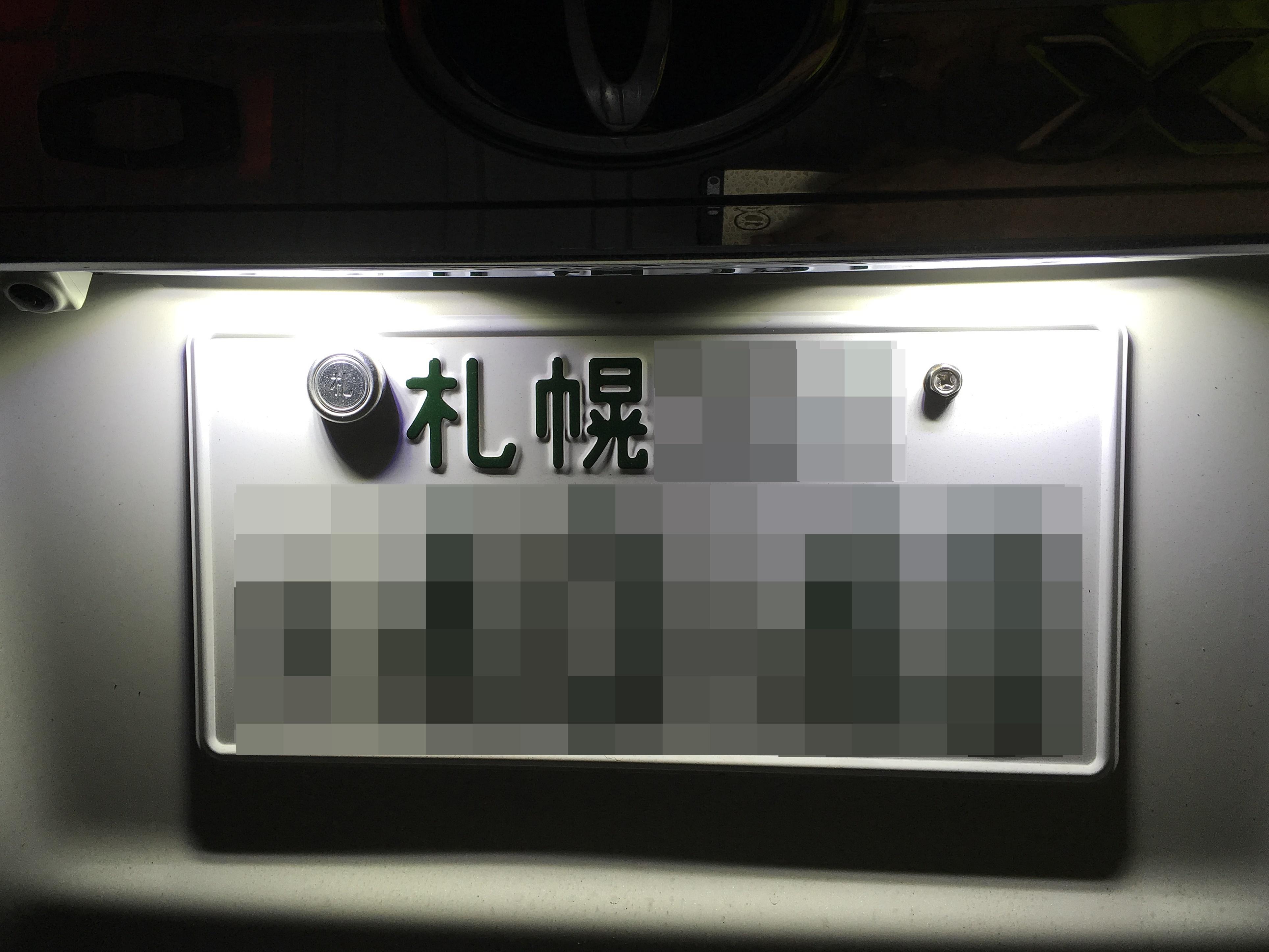 VOXY HIBRID ライセンスランプ交換後.JPG