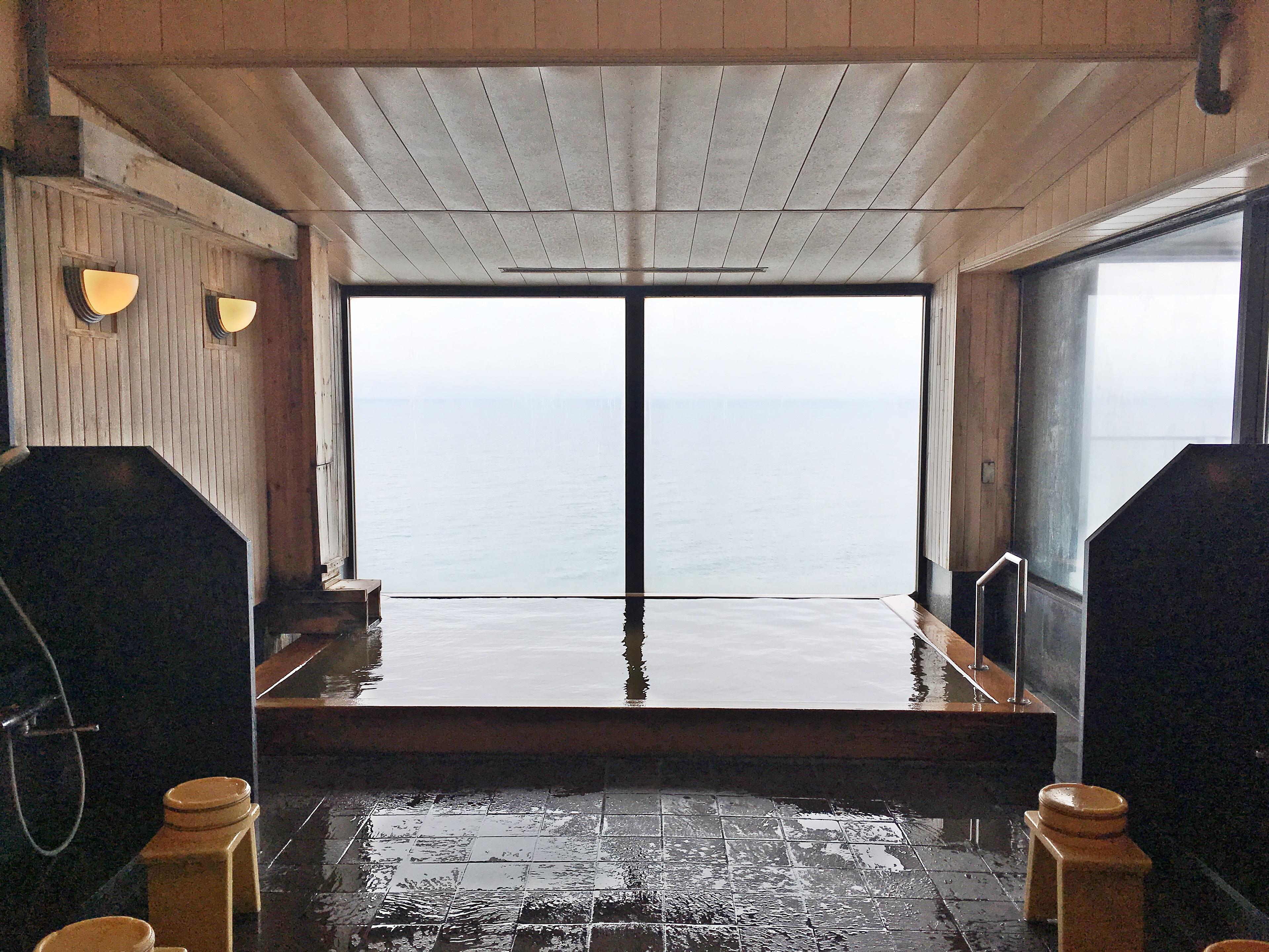 イマジン ホテル&リゾート 函館 うすけしの湯 内湯.JPG