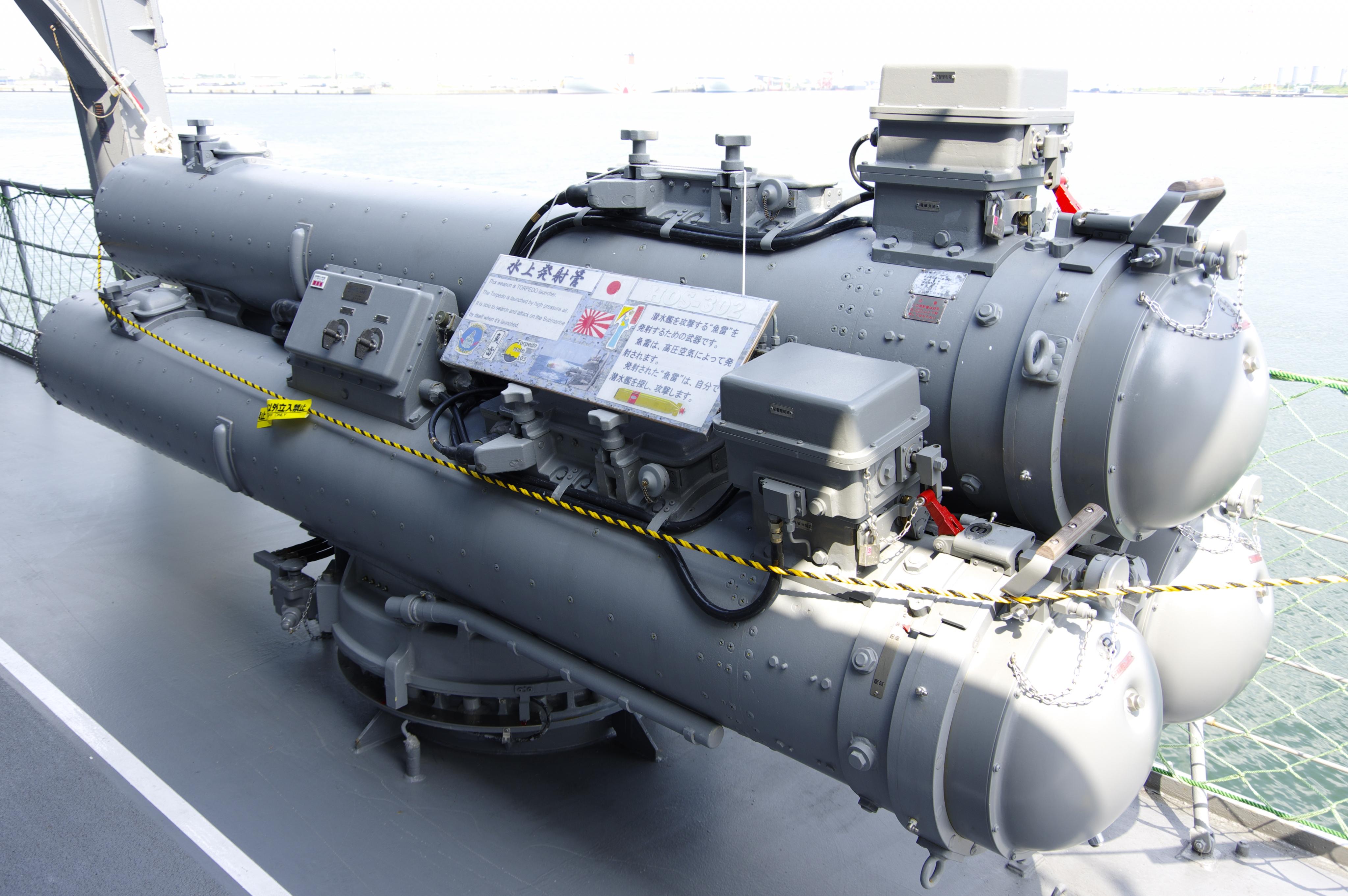 護衛艦 ゆうだち 3連装魚雷発射管_190803.jpg