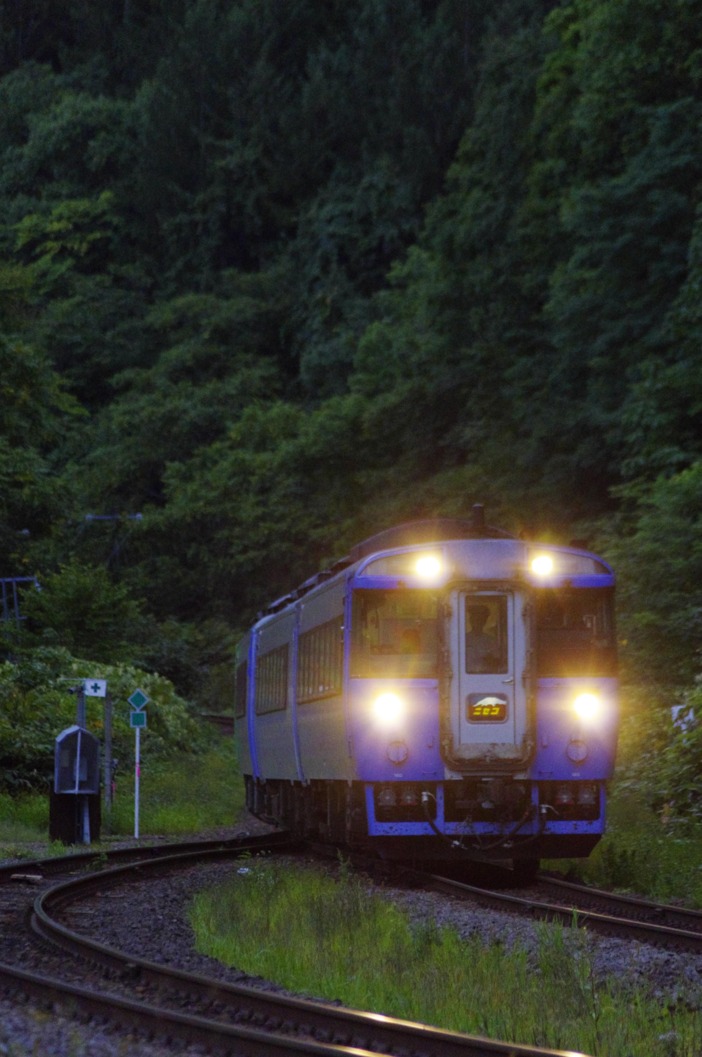 キハ183 特急ニセコ 銀山駅 190901.jpg