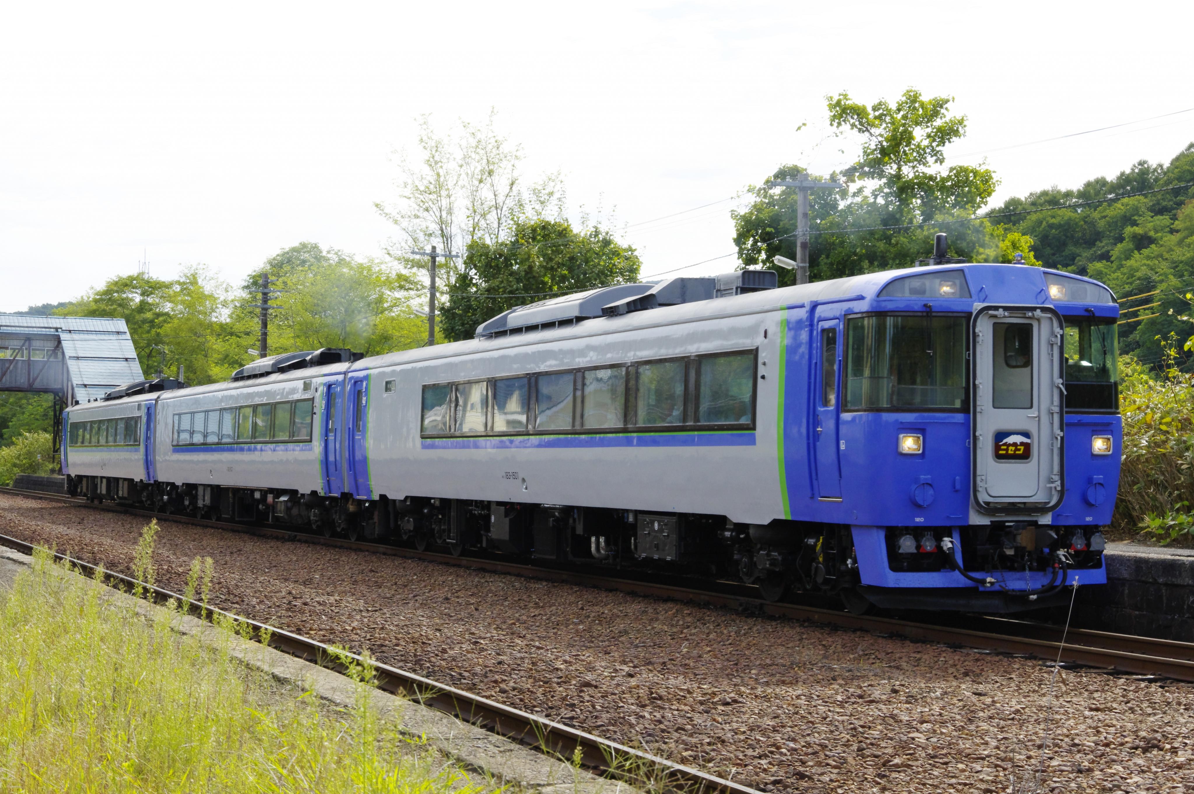 キハ183 特急ニセコ号 蘭島駅 190805.jpg