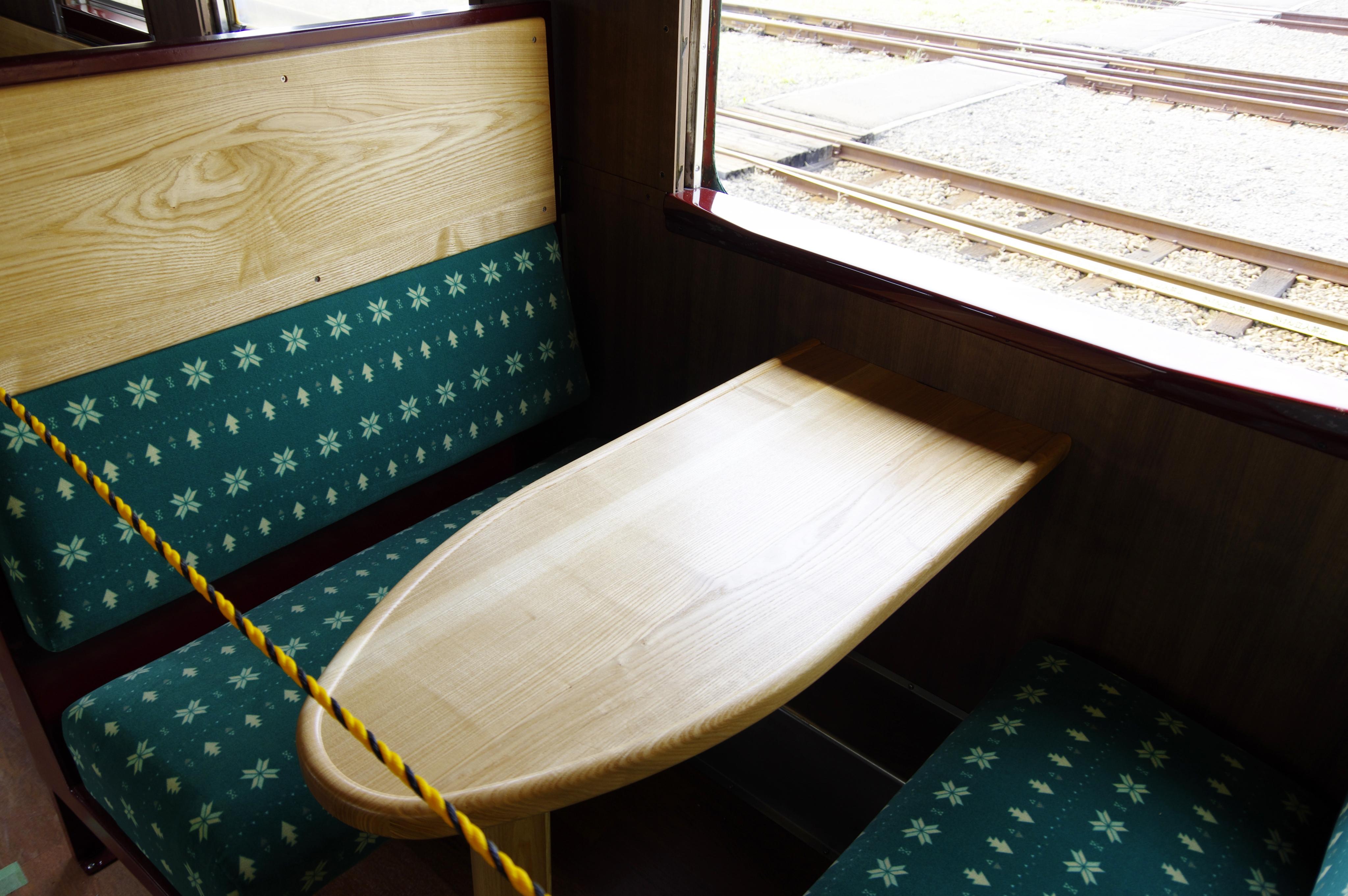 キハ40 山明号 ボックスシート 190908.jpg
