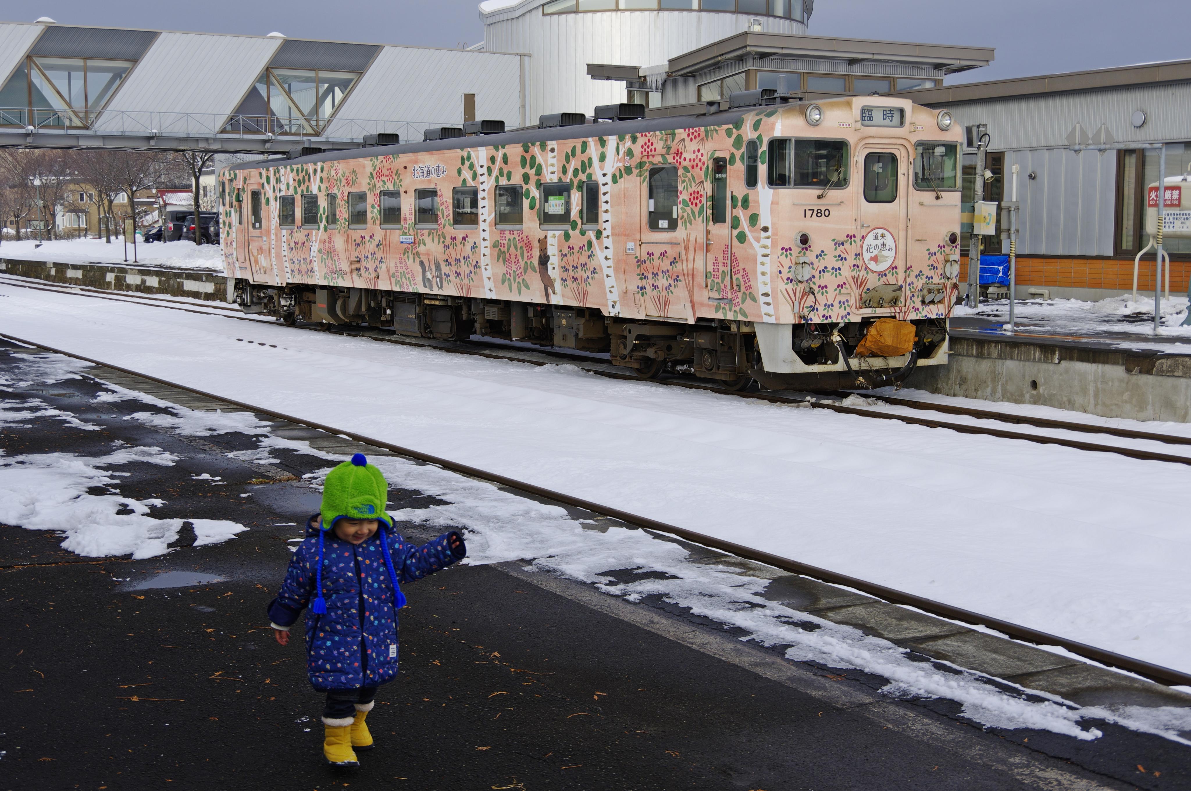 団臨「花の恵み号」で行く室蘭線 栗山駅_191130-3.jpg