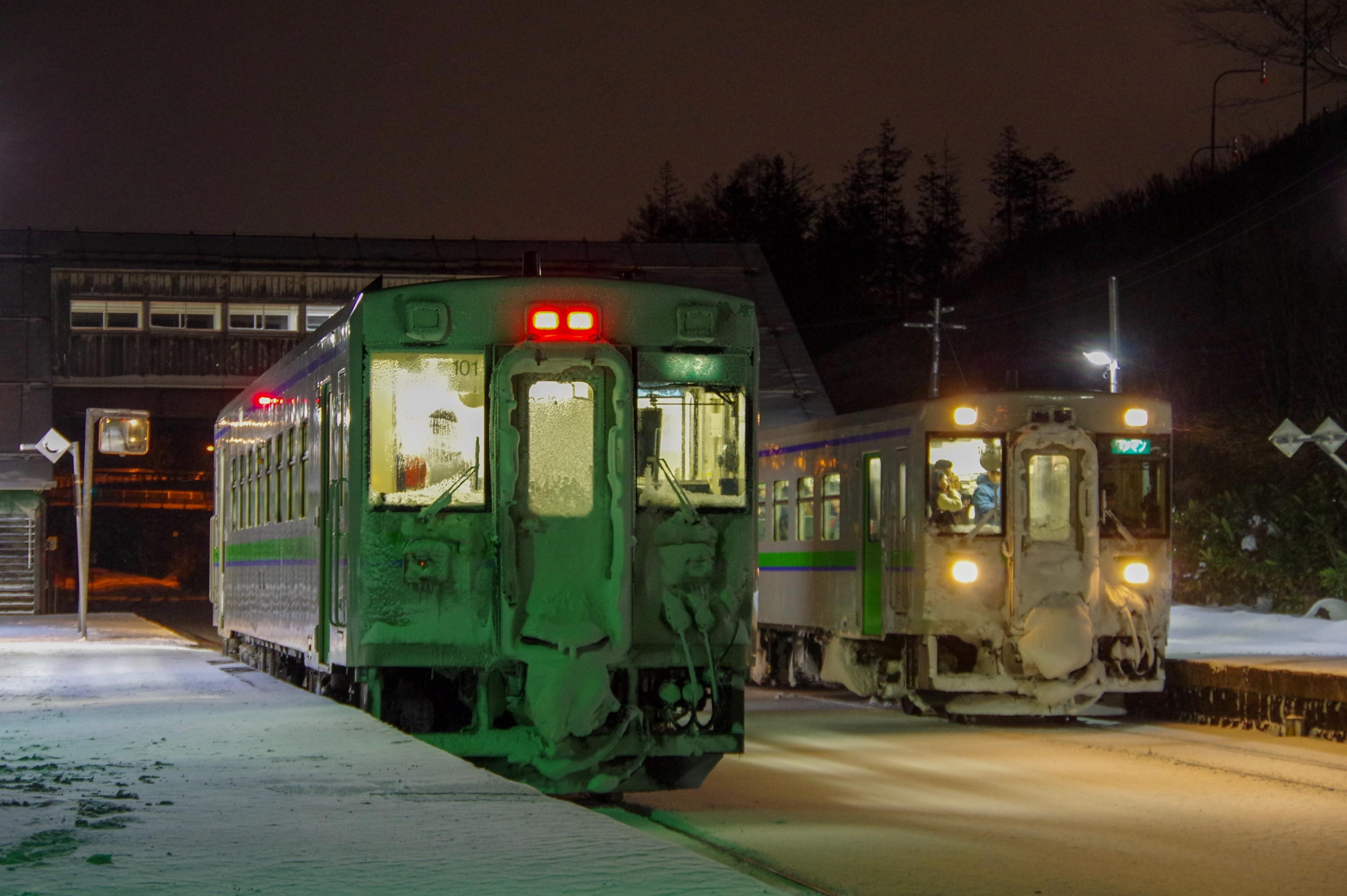 キハ150列車交換 塩谷駅_191208.JPG