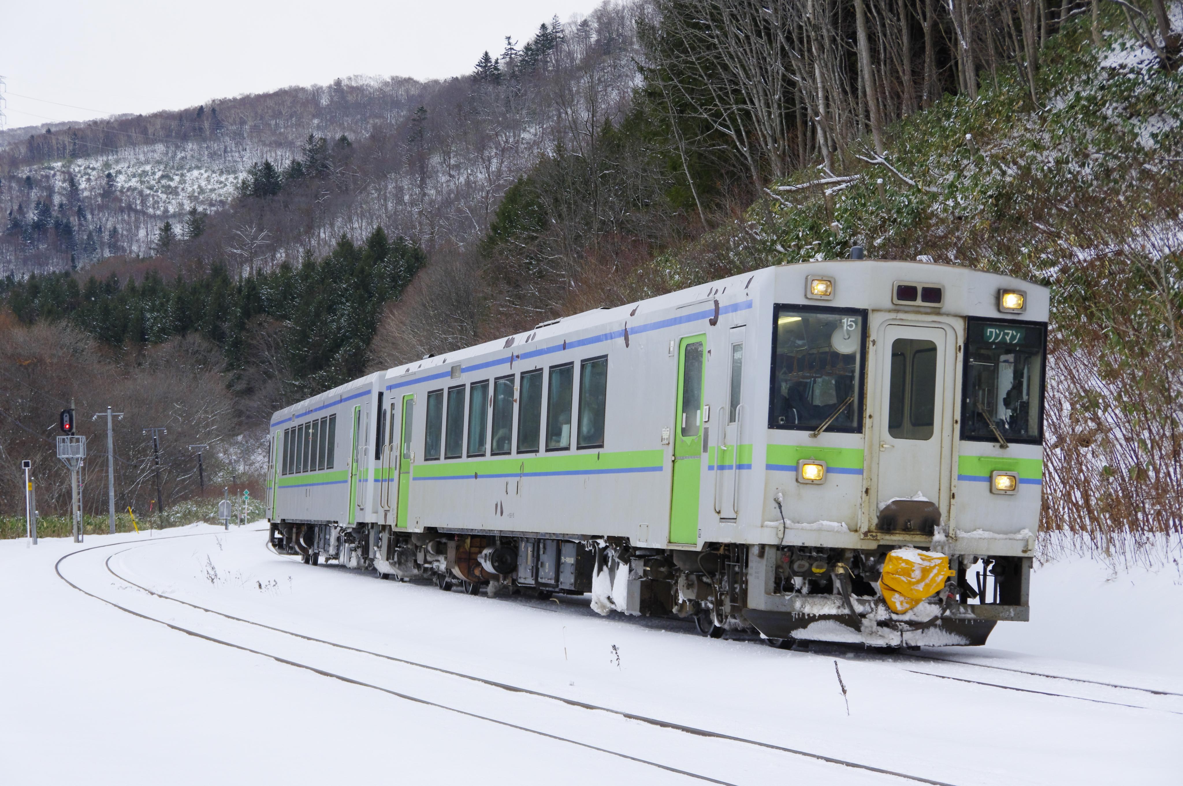 キハ150 1937D 銀山駅入線 191221.jpg
