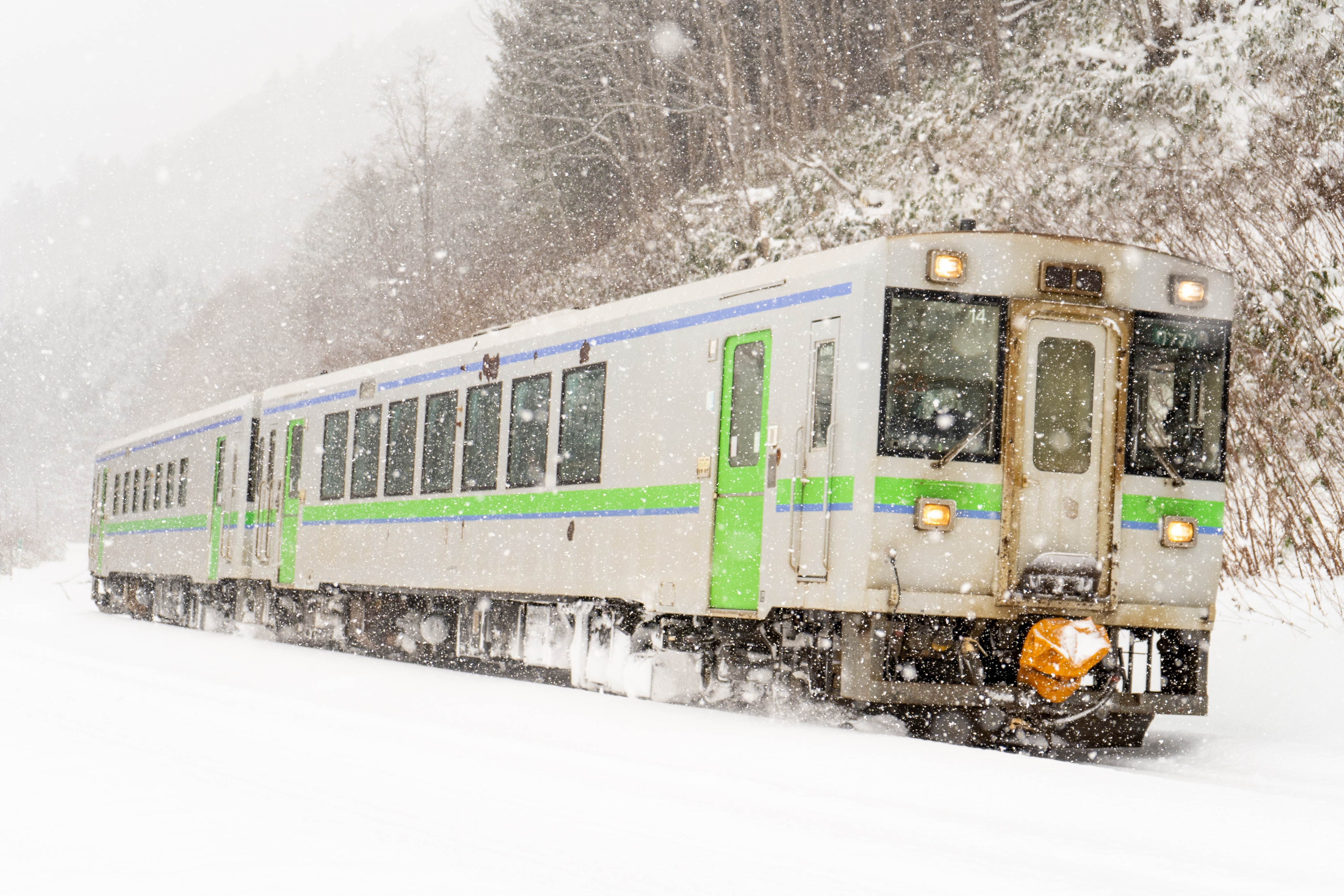 キハ150 1939D 銀山駅入線 200112.jpg