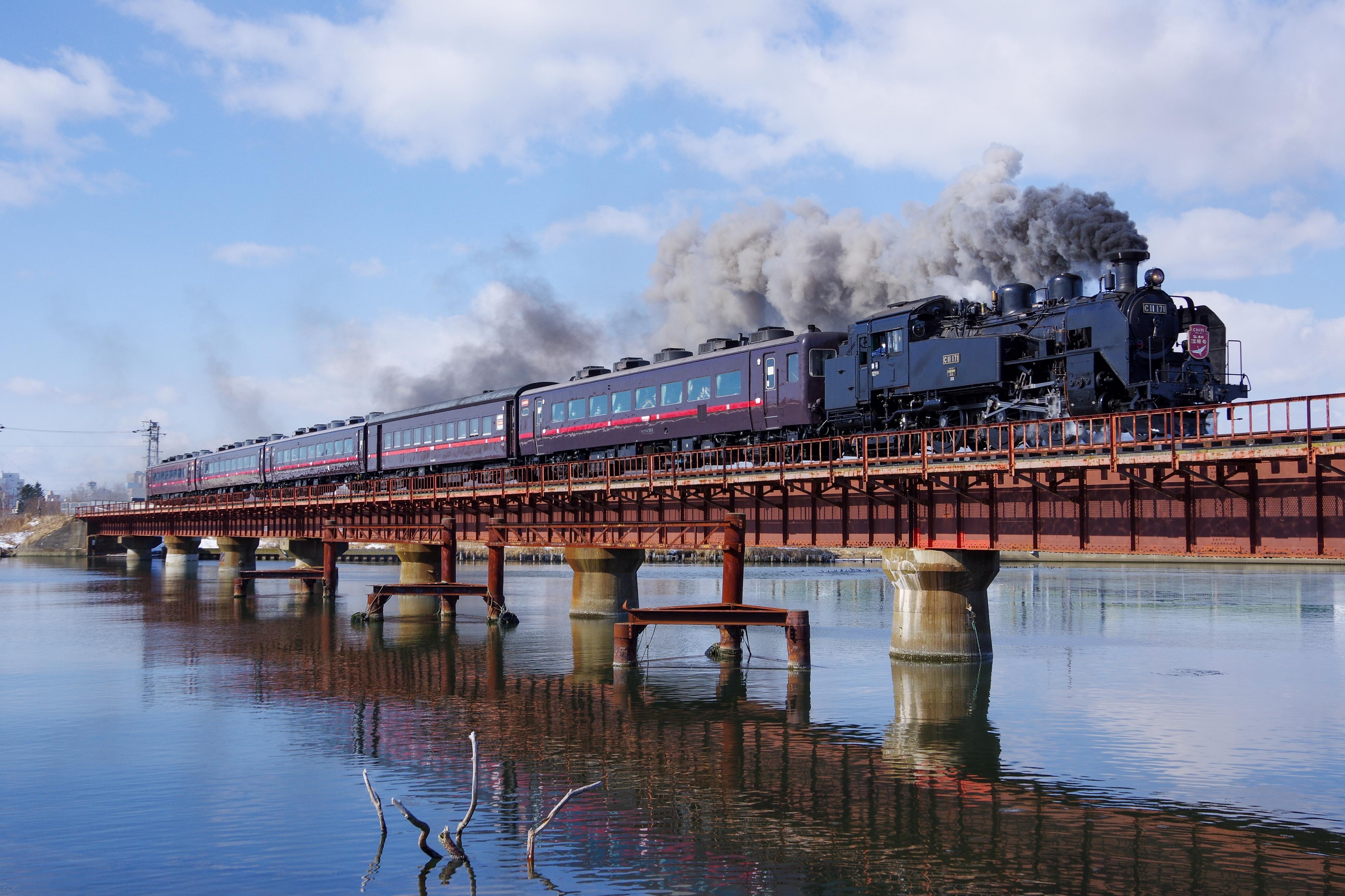 SL冬の湿原号 釧路−東釧路 釧路川橋梁_200221.jpg