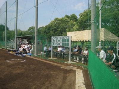ソフトボール専用球場での試合の様子