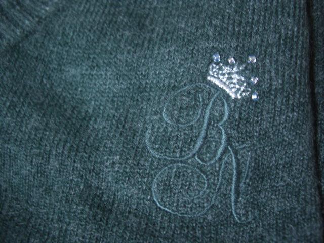 ダークグリーンのセーター