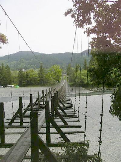 青部のつり橋