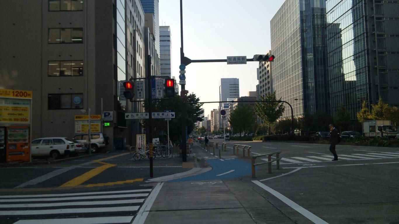 自転車の 車道 自転車 狭い : 通り は 車道 側 に 自転 車道 ...