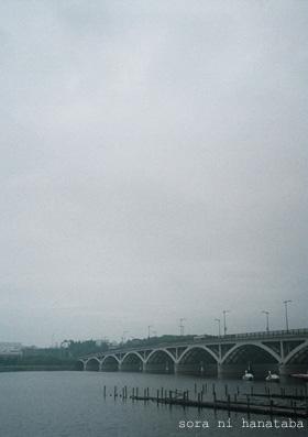 ハーフカメラ ORYMPUS-PEN EE2 近くの橋