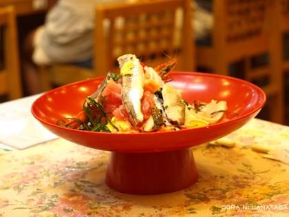 お昼ごはんは海鮮丼☆