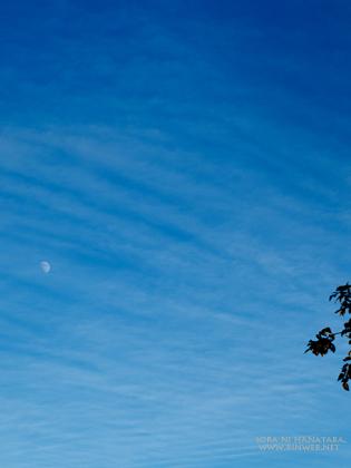 2012年10月24日の空と月を。