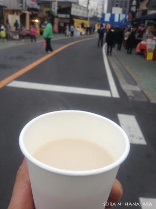 成田さんにていつもの甘酒。