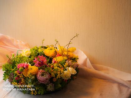 3月3日ひな祭りの日に美容室へ3周年記念お祝い花