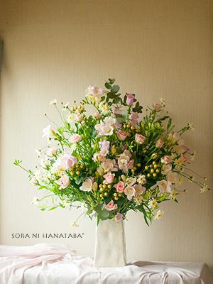 楽屋花「ふわっと甘く」@舞浜アンフィシアターへお届けのアレンジメント