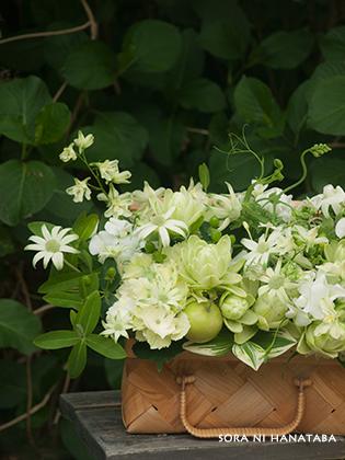 母へ贈る誕生日御祝い花(白色が大好きなお母さんへ/空花オマカセ制作)