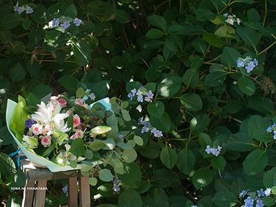 毎年旦那さまから奥様へ贈られます、お誕生日おめでとうの花束を@我孫子市内へお届け。