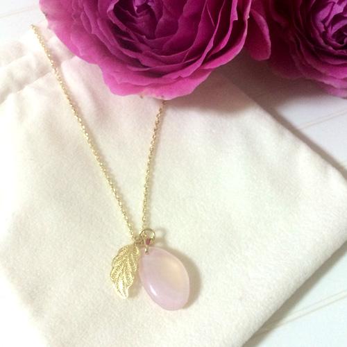 桜貝のネックレス 葉っぱの銀線細工チャーム
